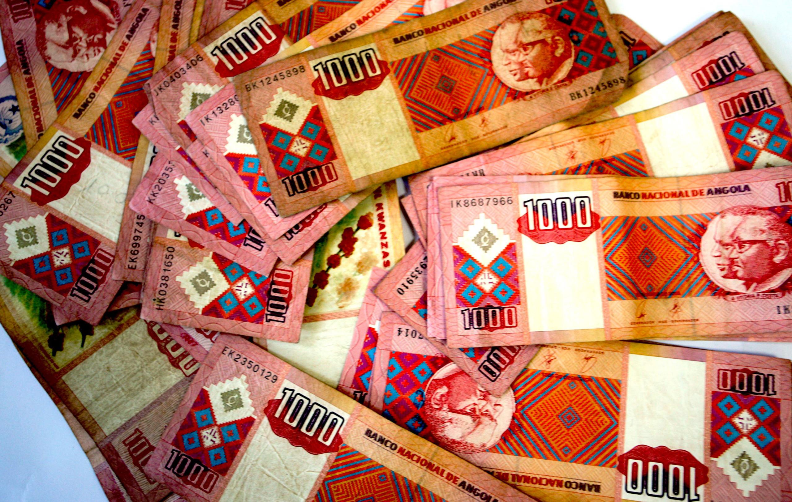 Moeda angolana começa semana a apreciar-se face a euro e dólar