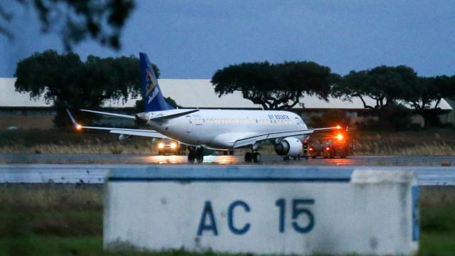 Embraer está a apoiar investigação sobre avião que aterrou de emergência