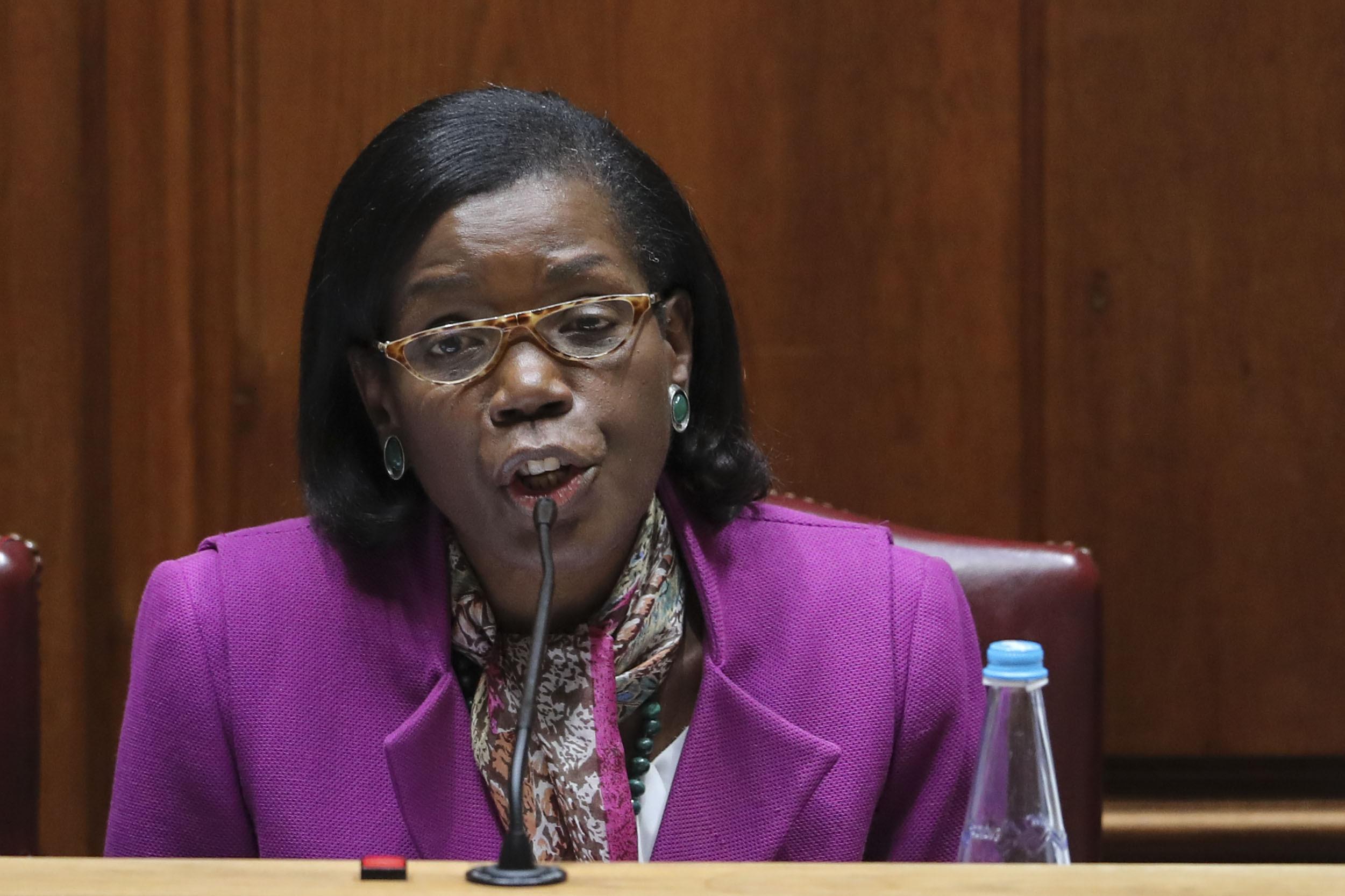 Ministra da Justiça vai ao Parlamento explicar situação das prisões
