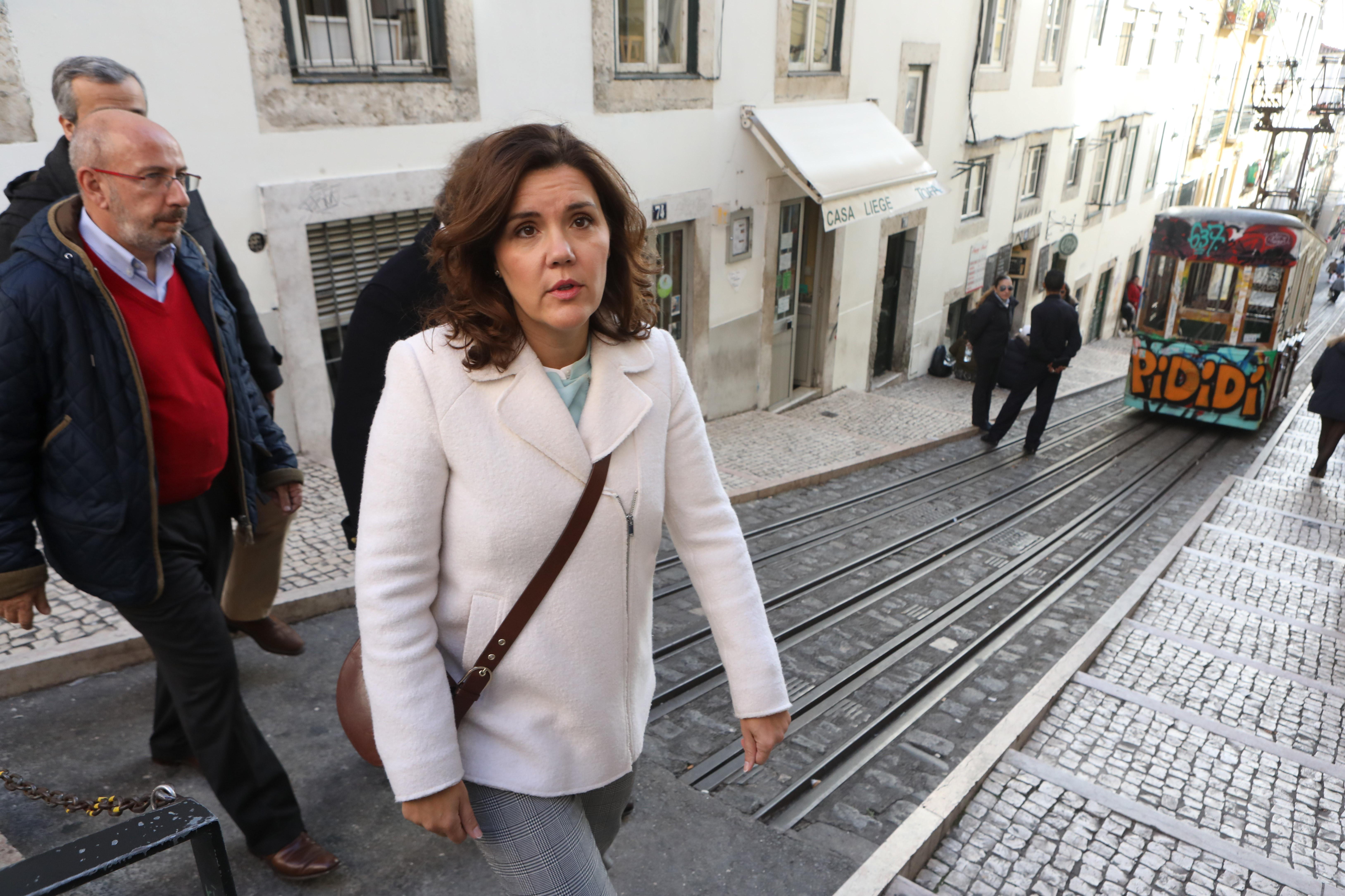 """Assunção Cristas reitera que CDS-PP é a """"única alternativa governativa"""""""