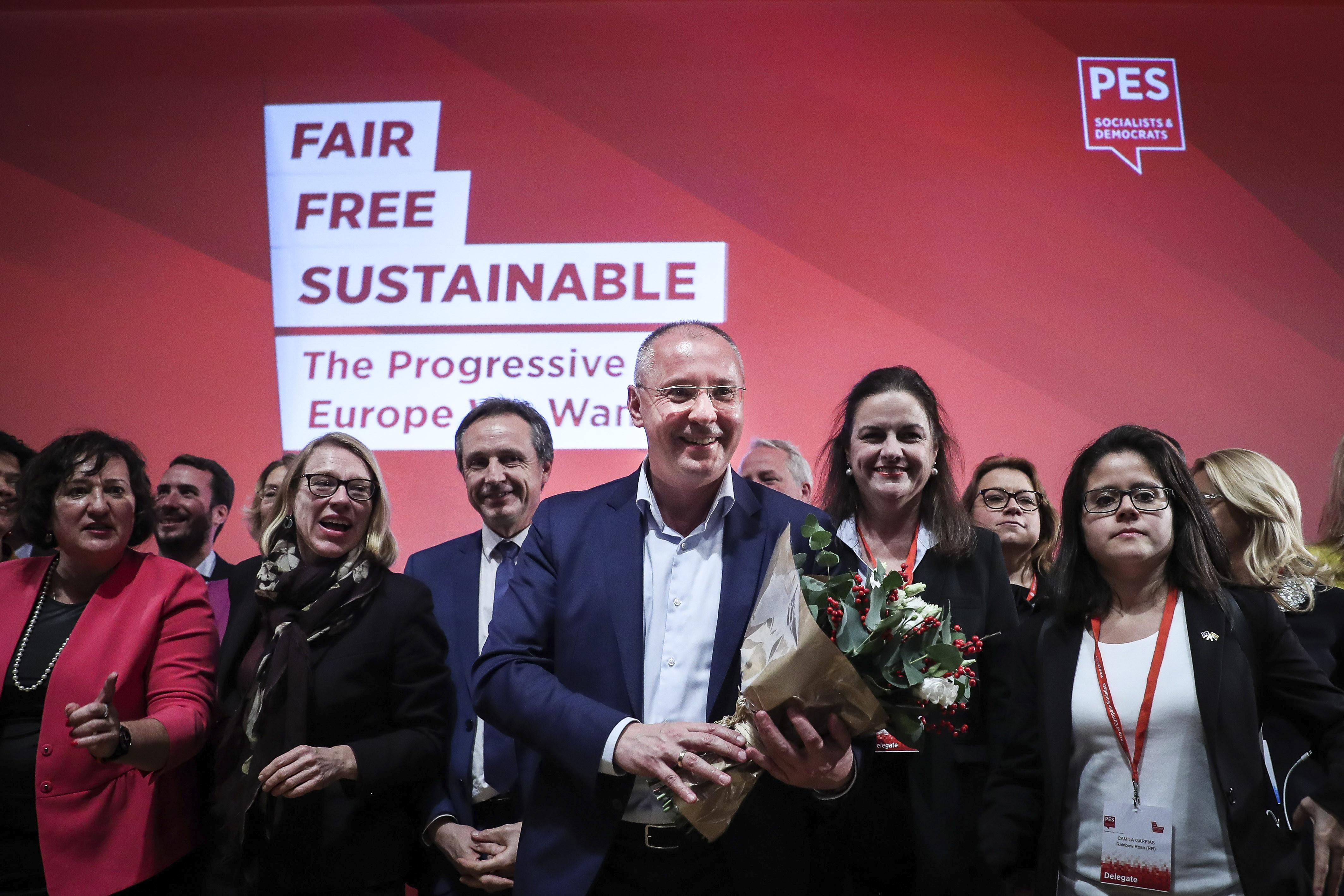 Socialistas reelegem búlgaro Sergei Stanishev no cargo de presidente