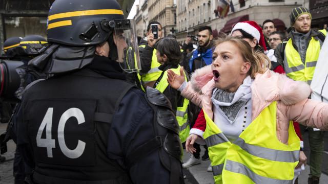 França suspeita de ingerência estrangeira no movimento coletes amarelos