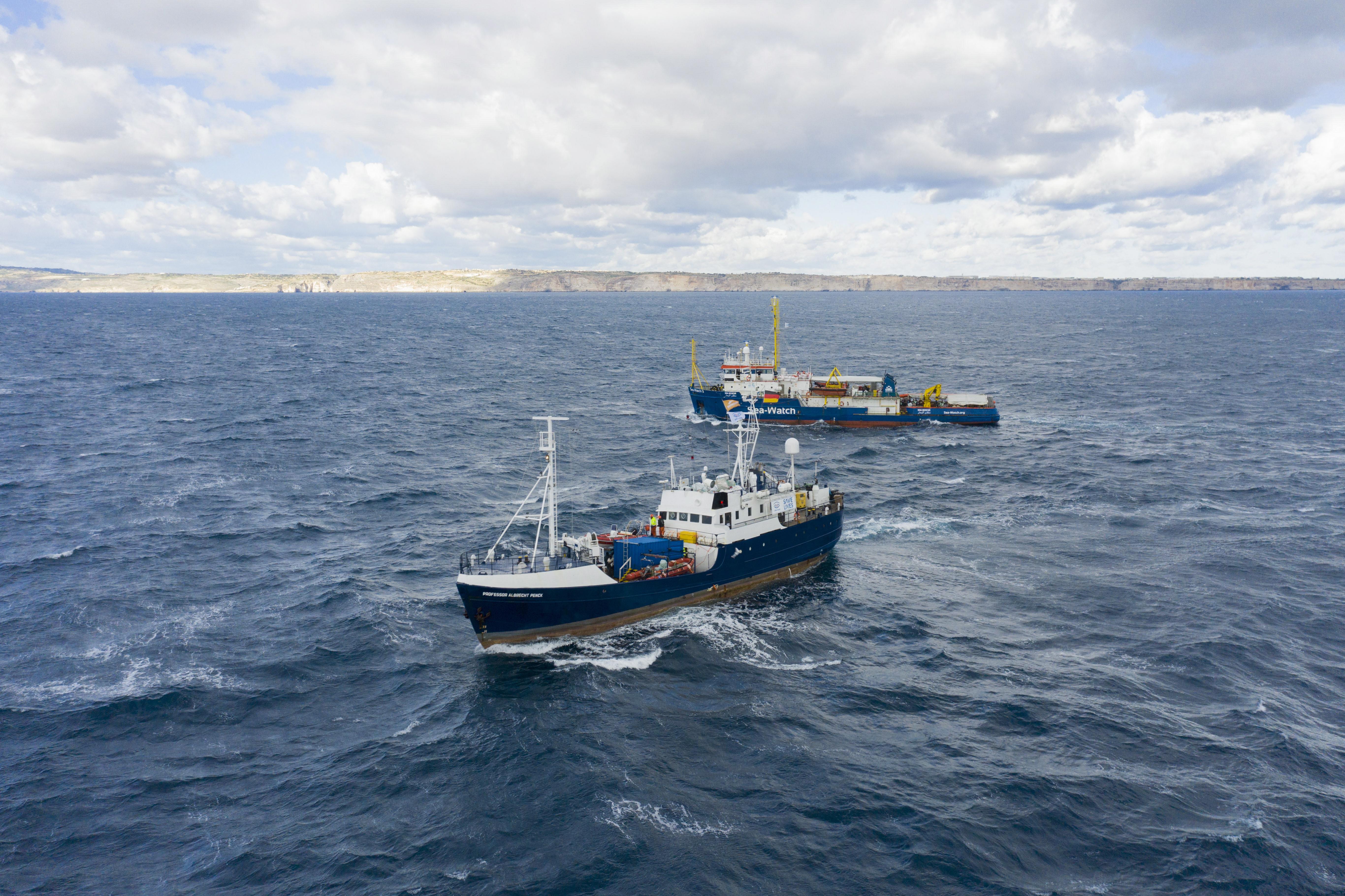 Portugal vai acolher 10 dos 64 migrantes 'presos' há 10 dias num barco