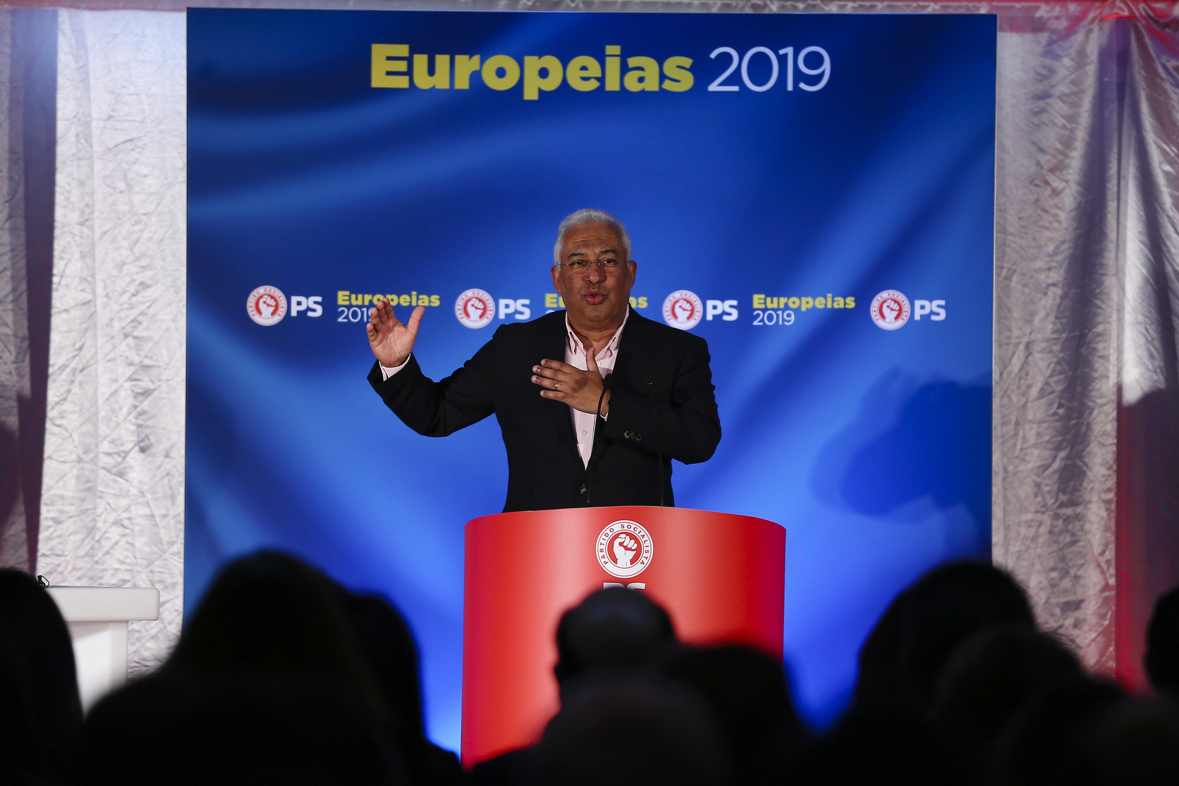 """Solução """"não é sair nem estar de joelhos"""", mas defender país na Europa"""