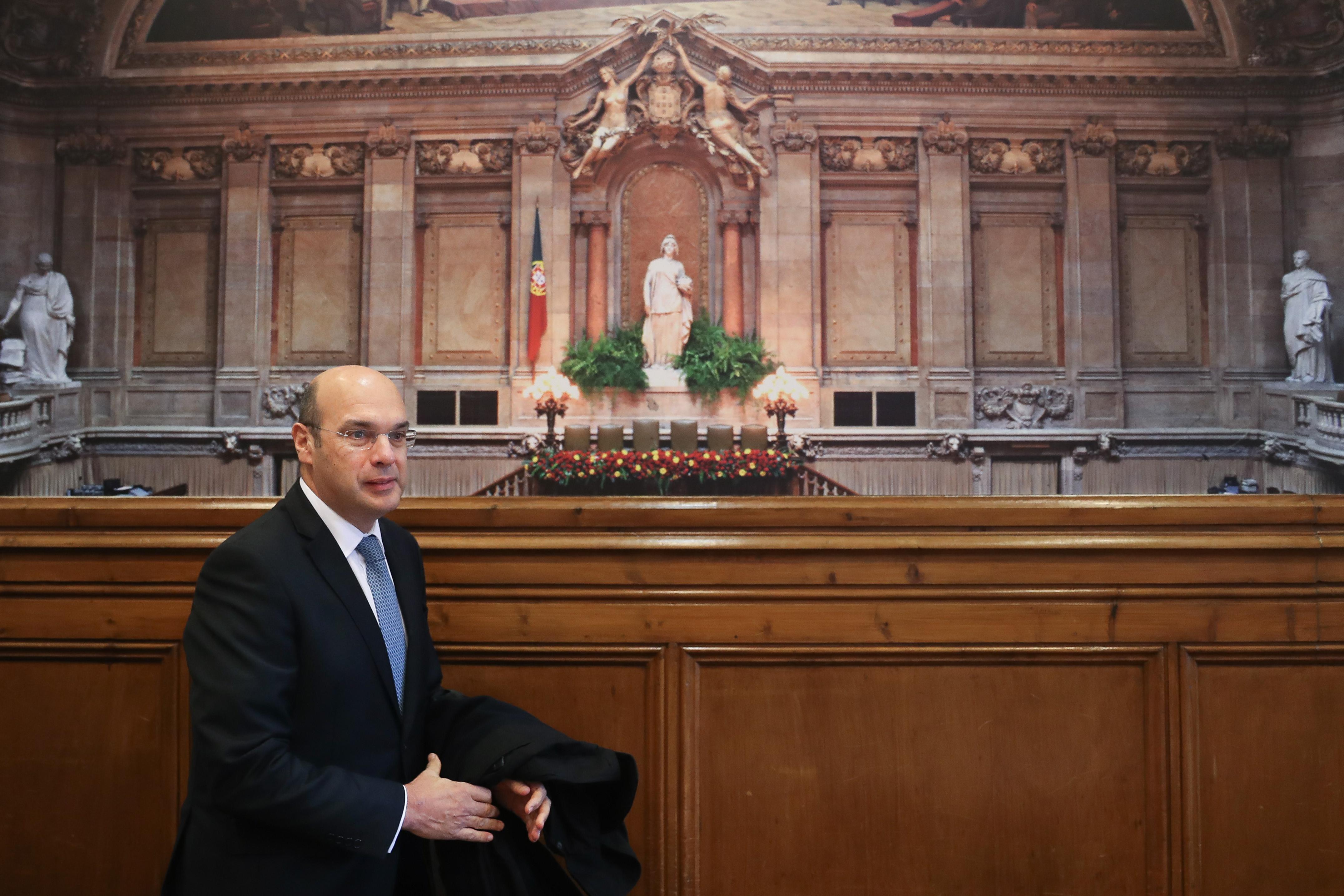 """Corrupção em Portugal dá """"sinal externo muito negativo"""", destaca OCDE"""