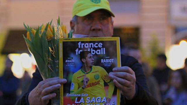 Buscas pelo avião em que viajava o jogador Emiliano Sala foram retomadas