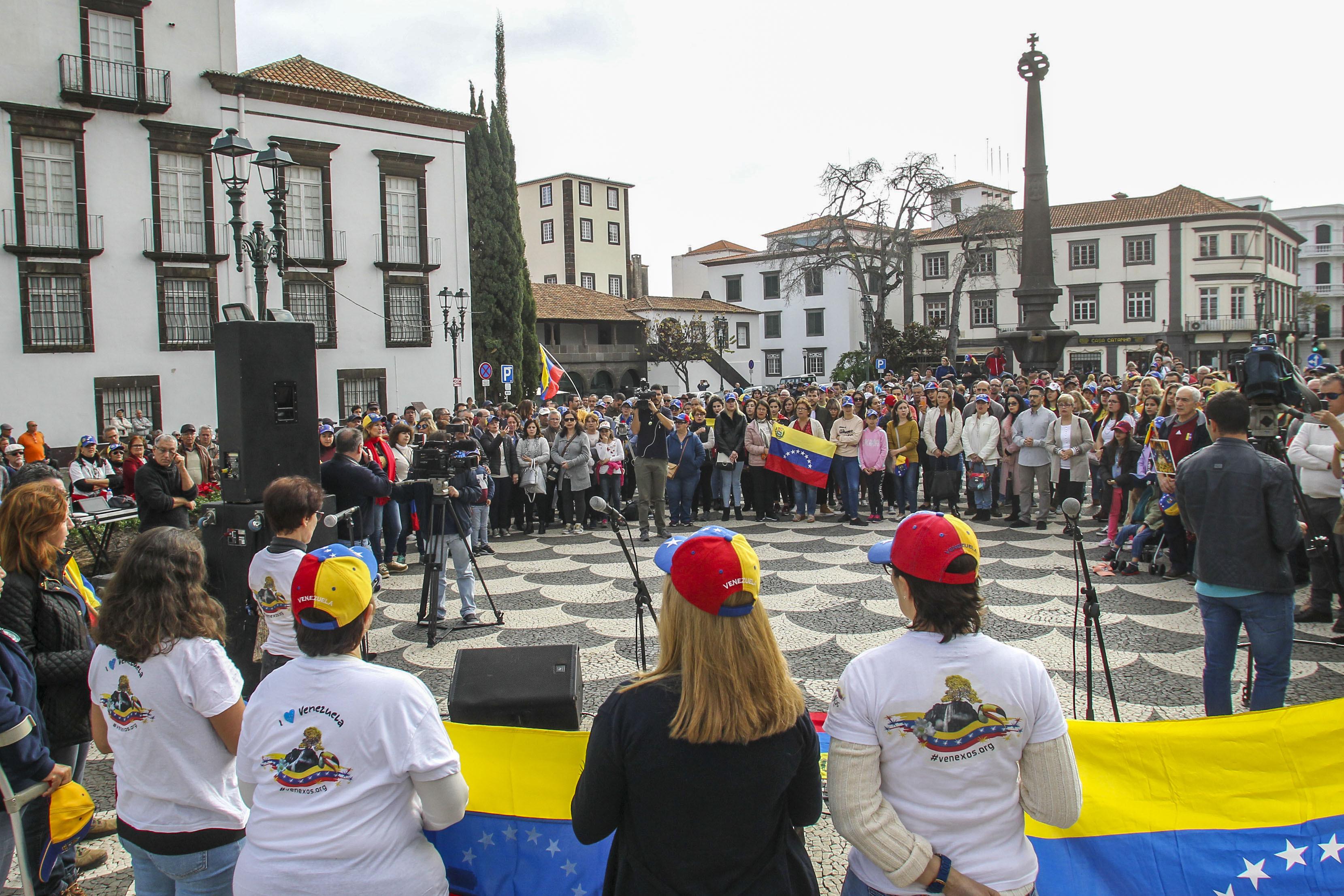 Mais de 200 pessoas manifestaram apoio a Guaidó no Funchal