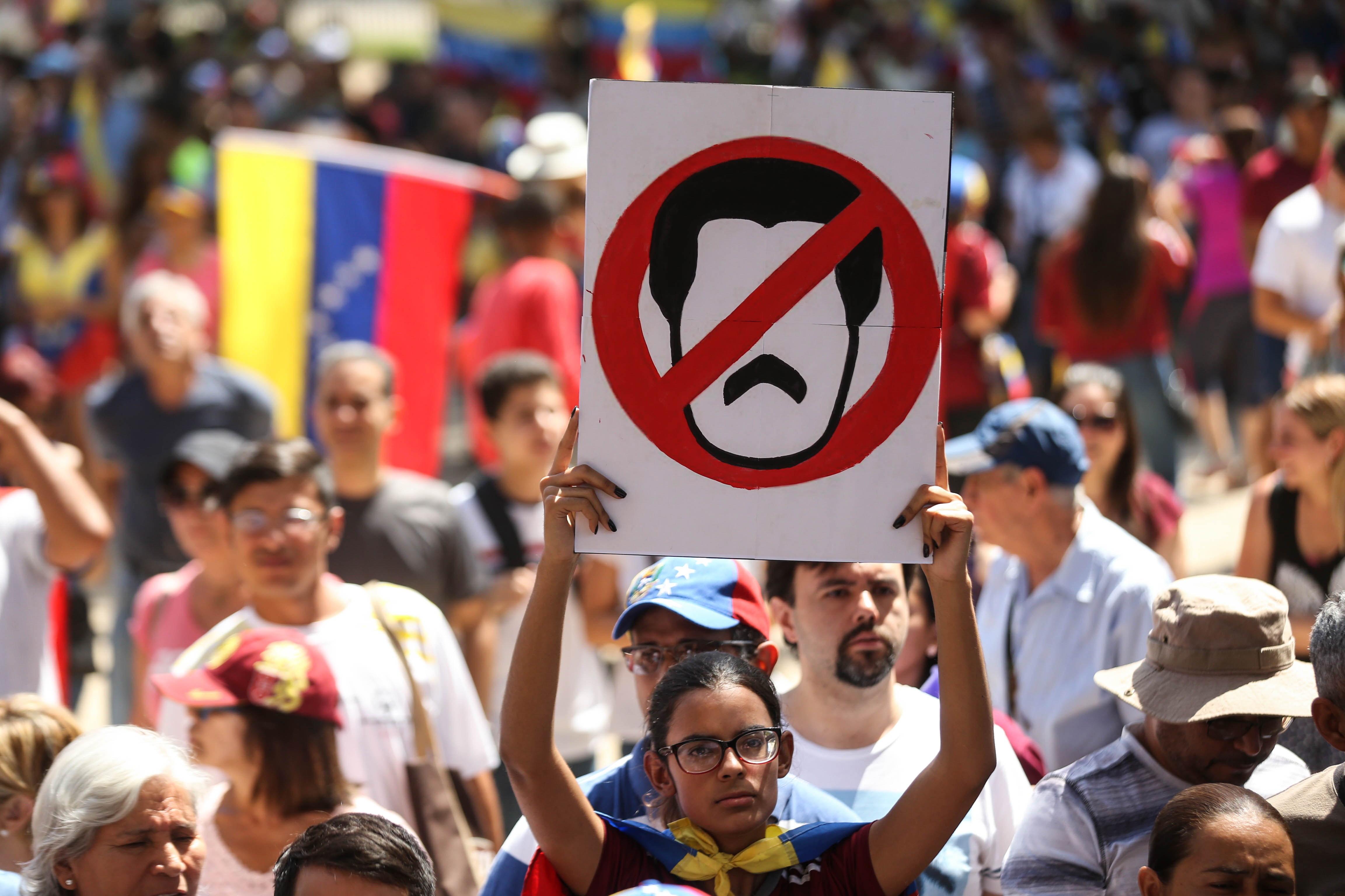 """Maduro está a """"tentar transferir"""" mais de mil milhões para o Uruguai"""