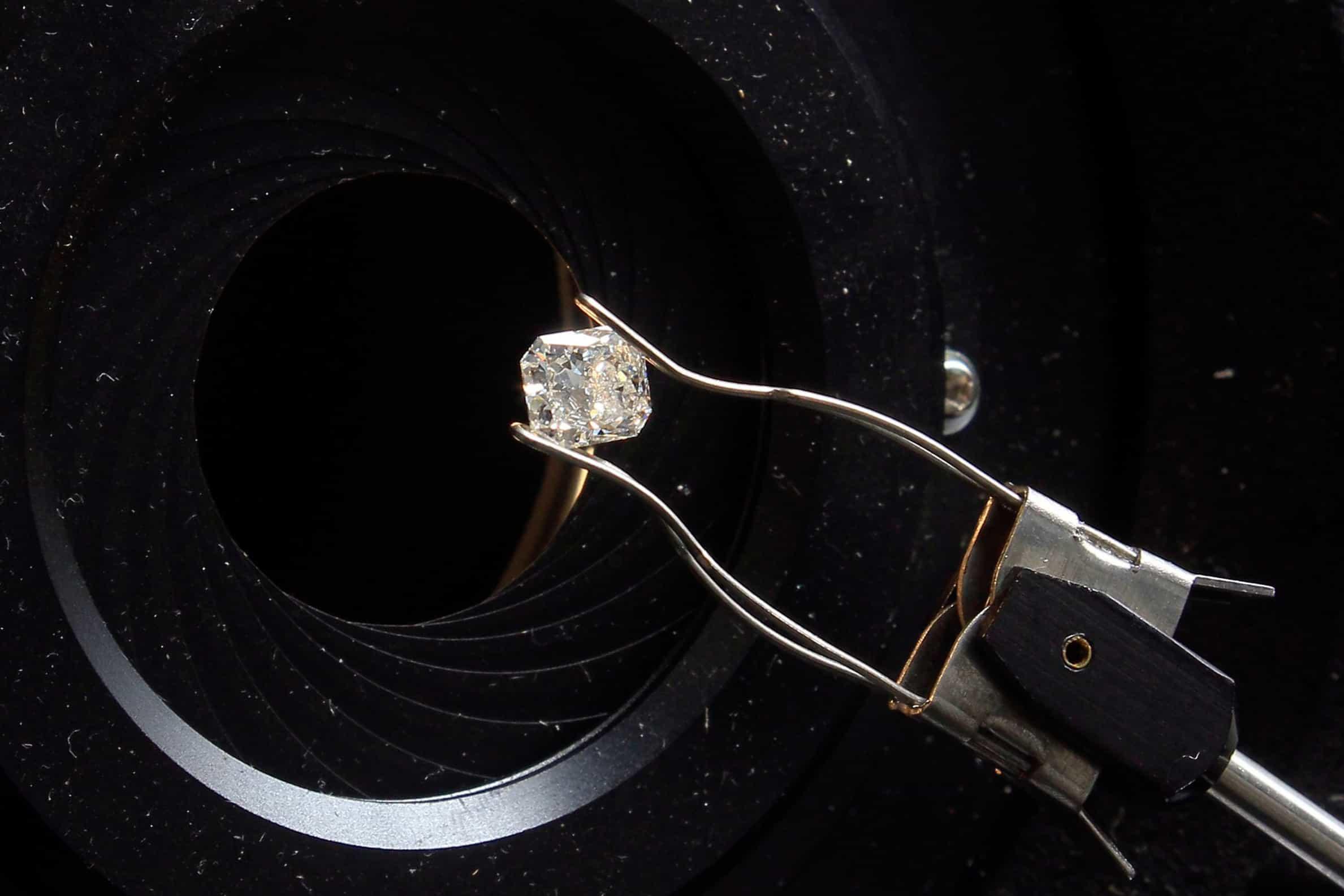 Certificação de diamantes em Macau vai reforçar comércio com Angola