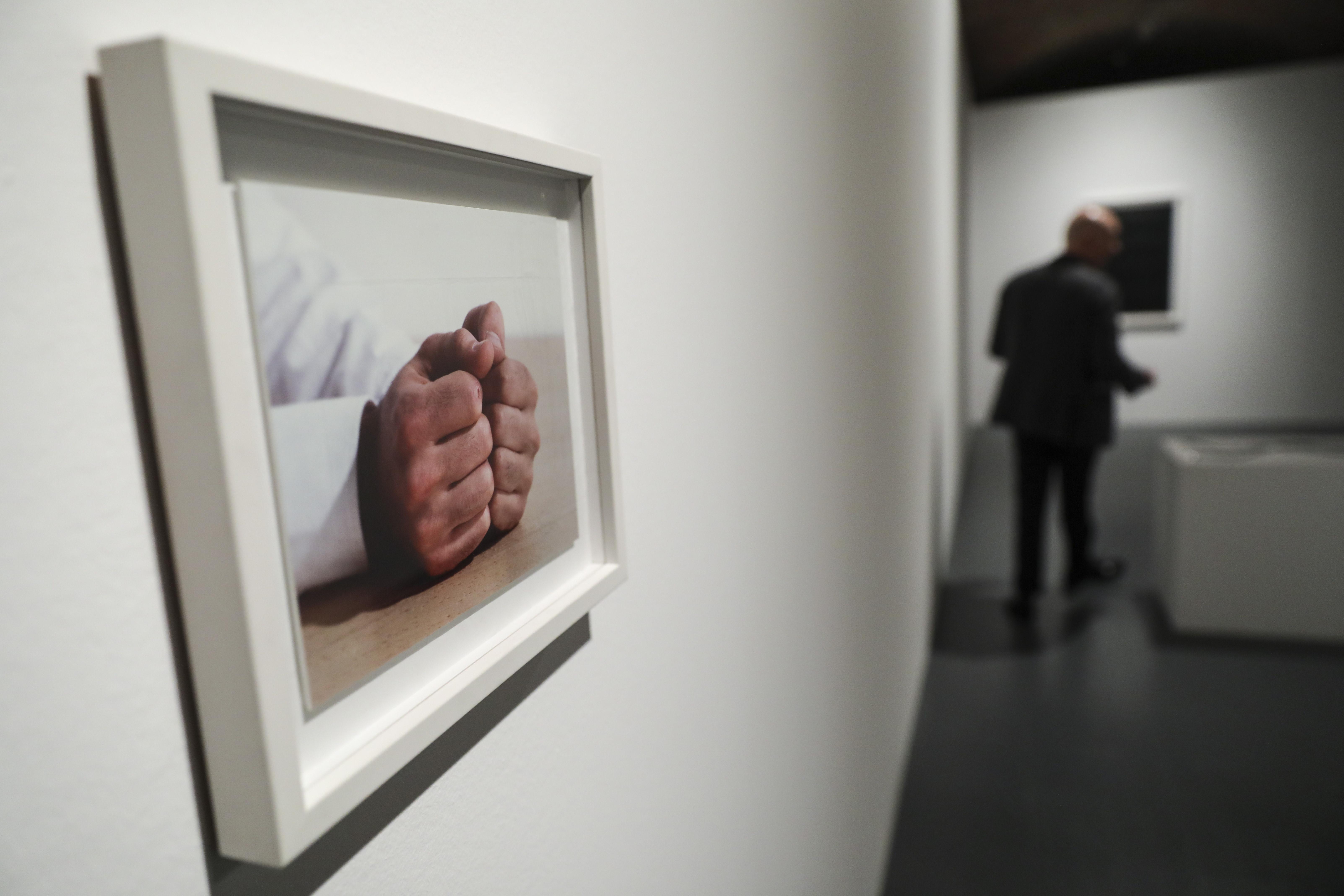 Fantasma da finitude atravessa obra de João Onofre em exposição