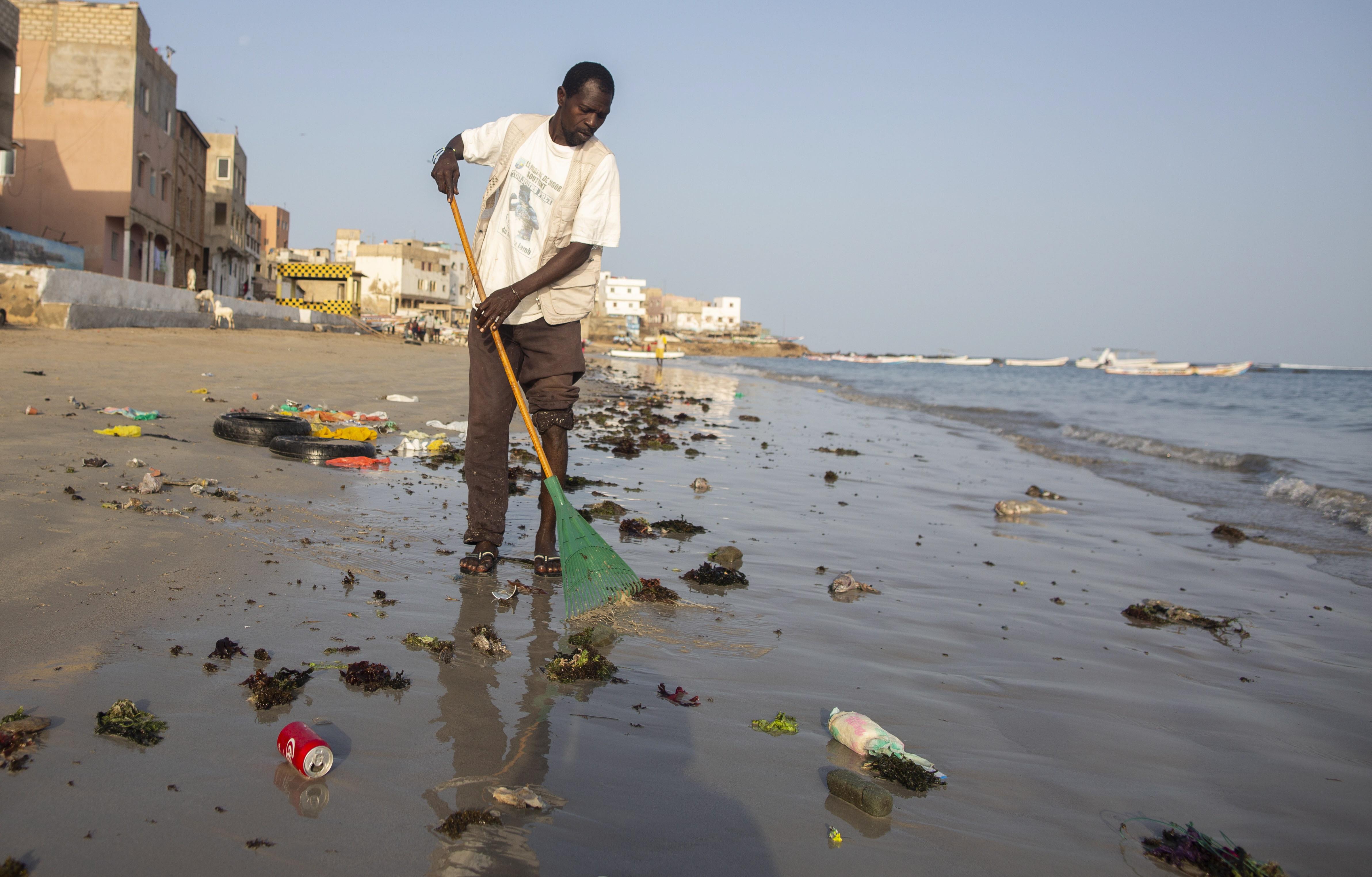 Se todos prestarem contas, problema dos plásticos resolve-se numa geração