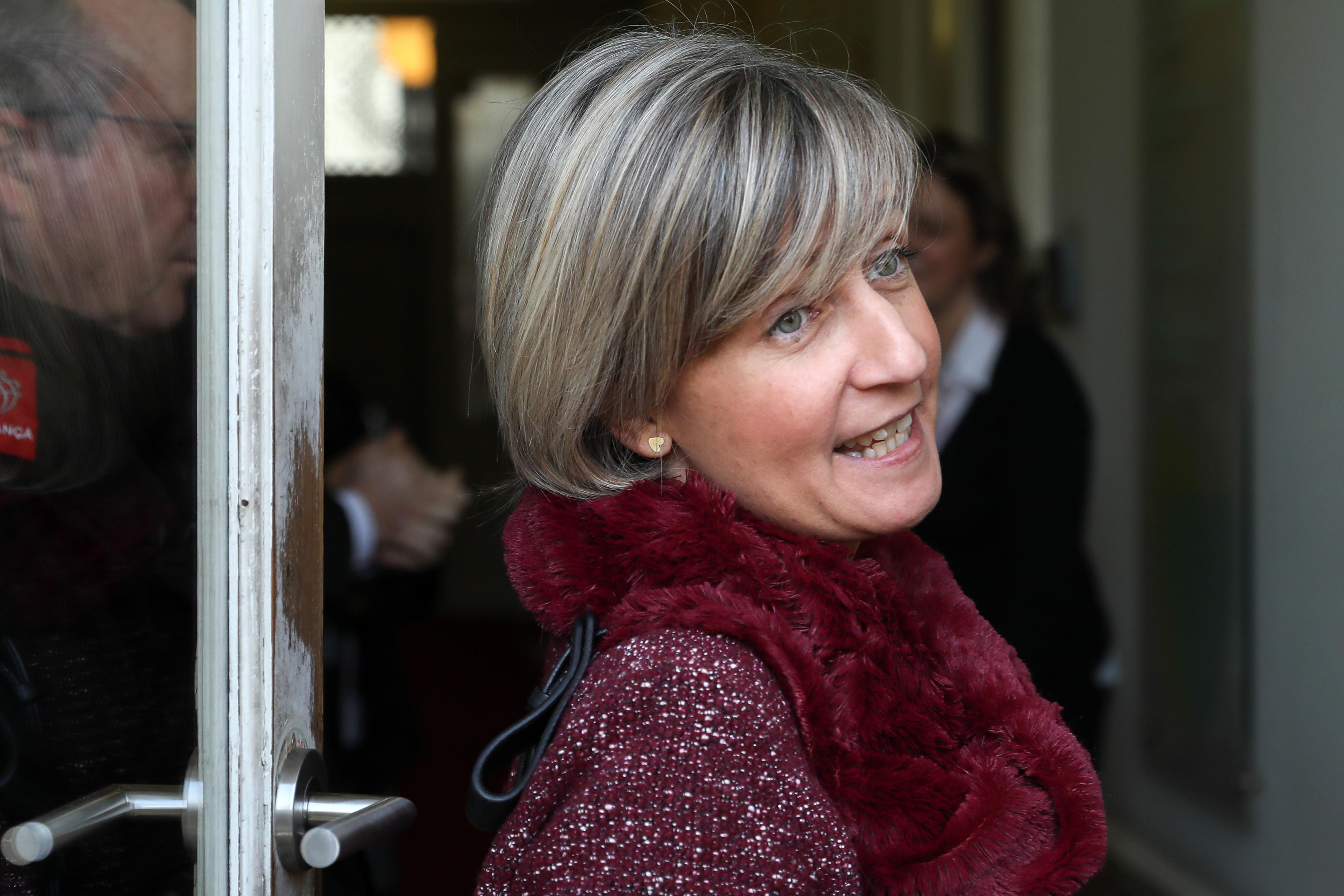 Ministra da Saúde manda averiguar denúncias sobre colonoscopias