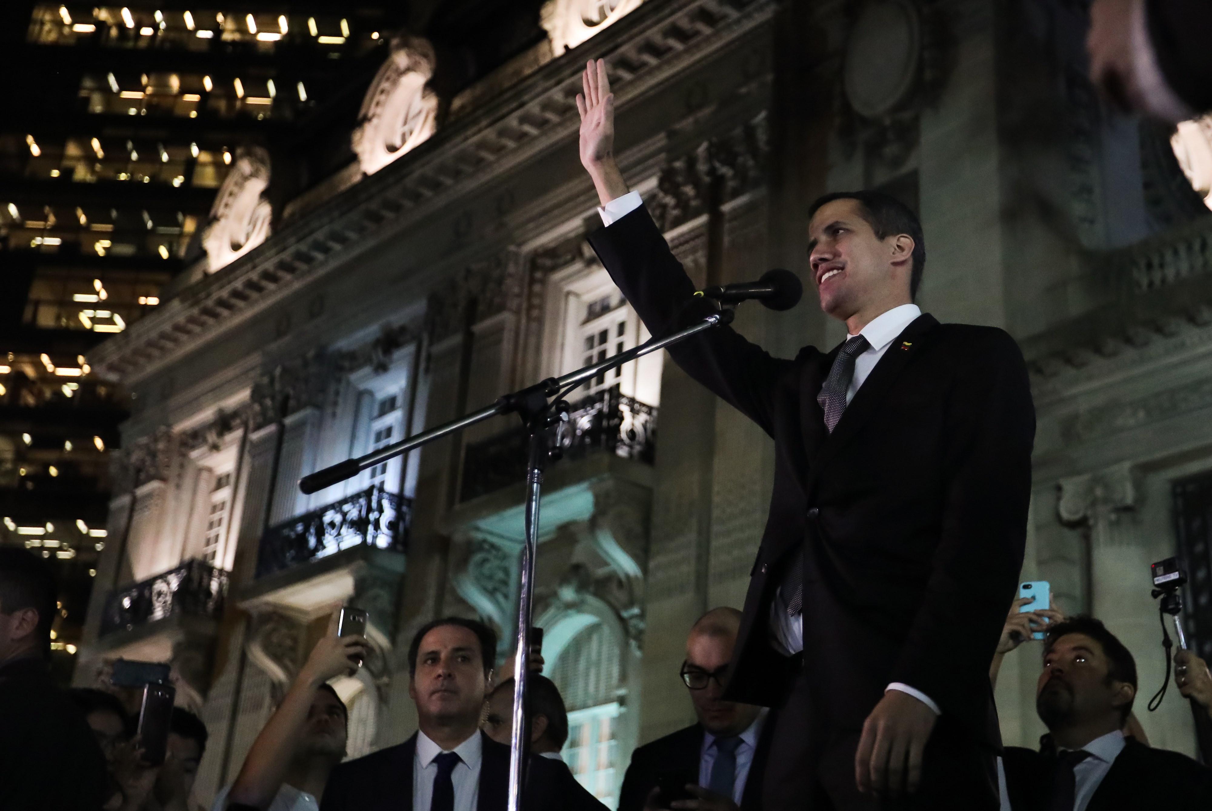 EUA exigem regresso seguro de Guaidó à Venezuela e deixam ameaça