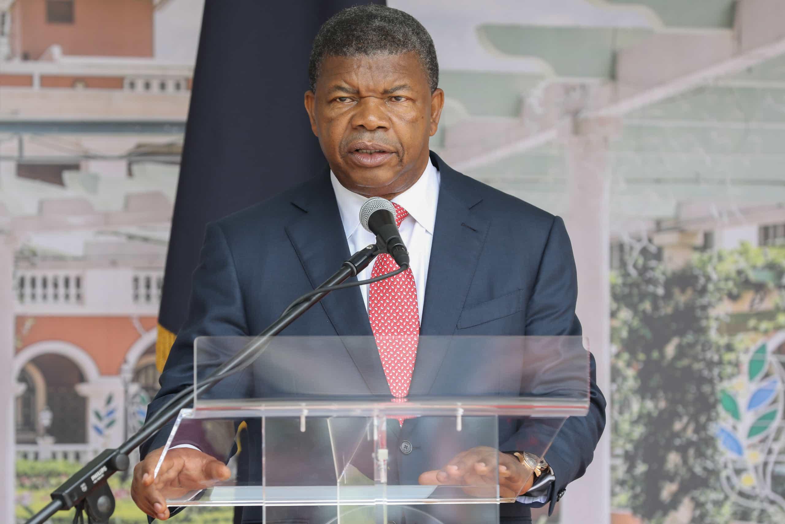 """Presidente angolano considera """"chocante e repugnante desvio"""" de milhões"""