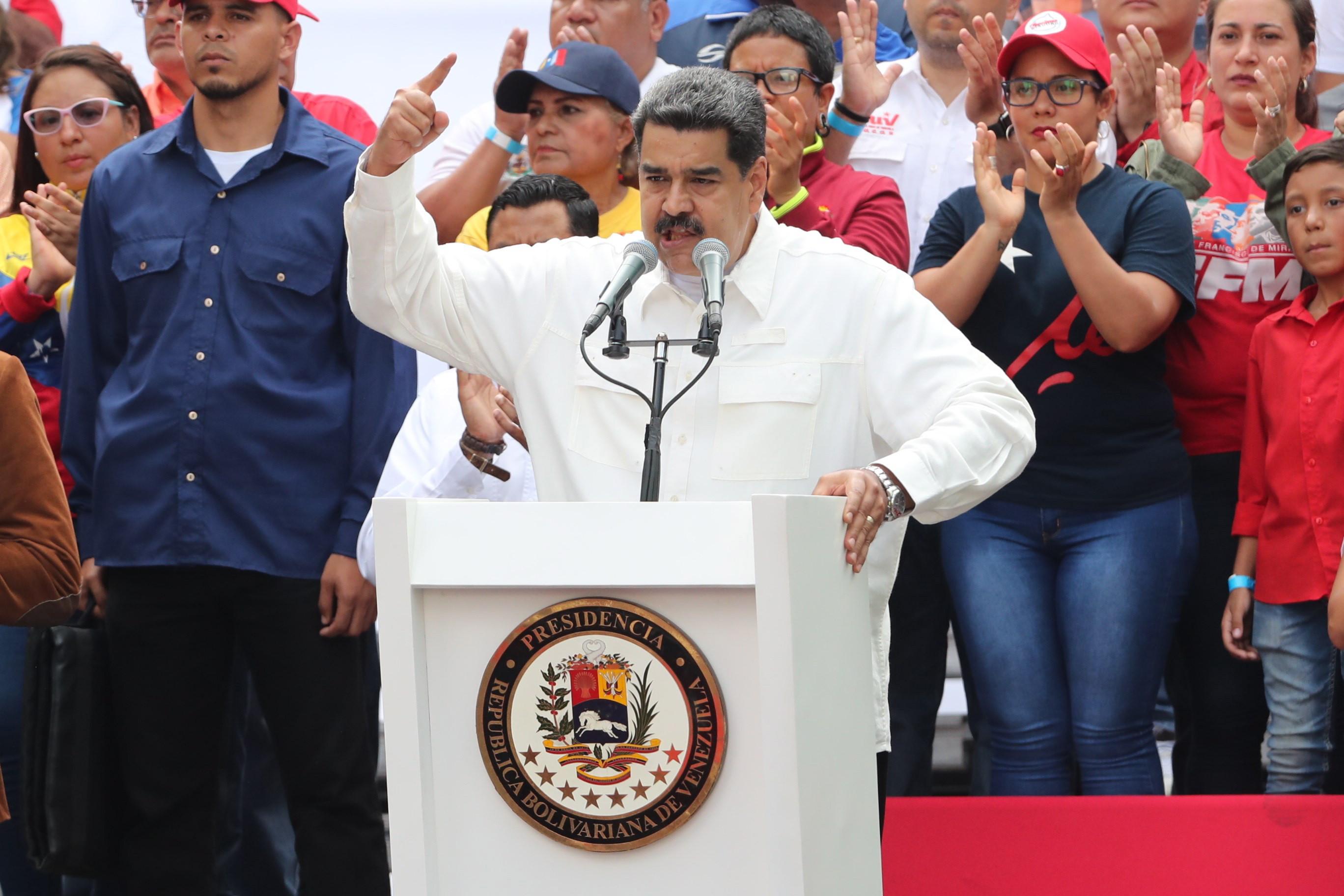 """Nicolás Maduro ordena a criação de """"quadrilhas de paz"""" em todo o país"""