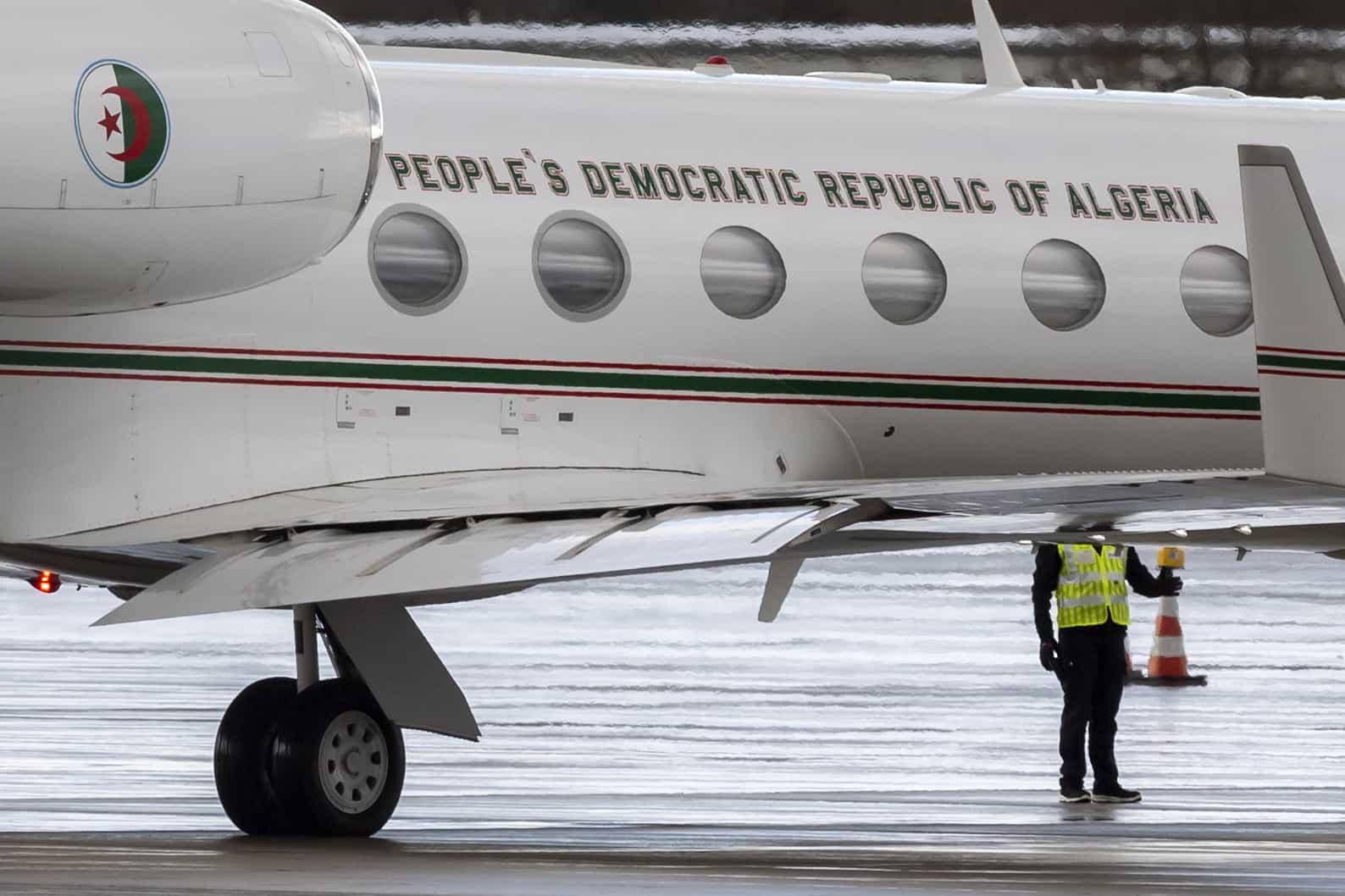 Bouteflika regressa à Argélia após 15 dias hospitalizado