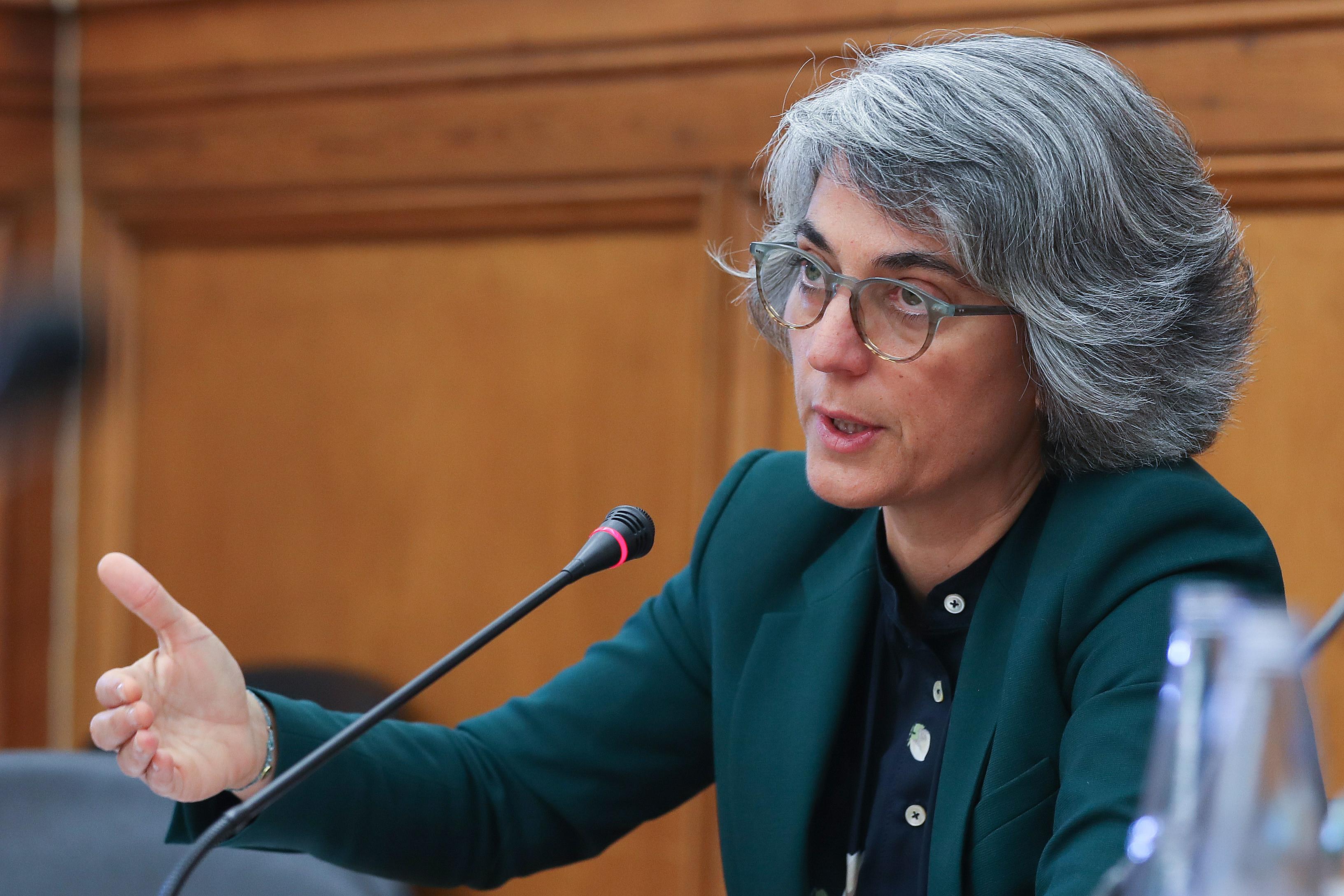 Ministra espera conclusão célere de integração de precários da Lusa