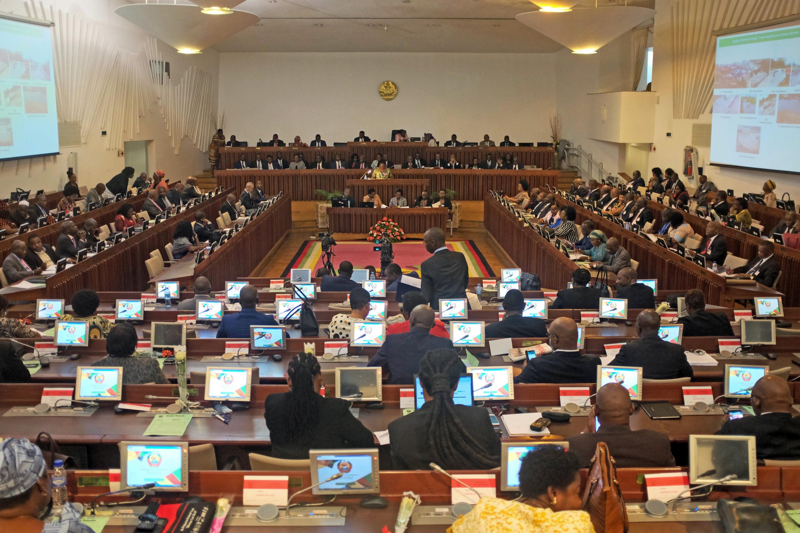 Parlamento moçambicano aprova perdão de dívida fiscal de 359 milhões