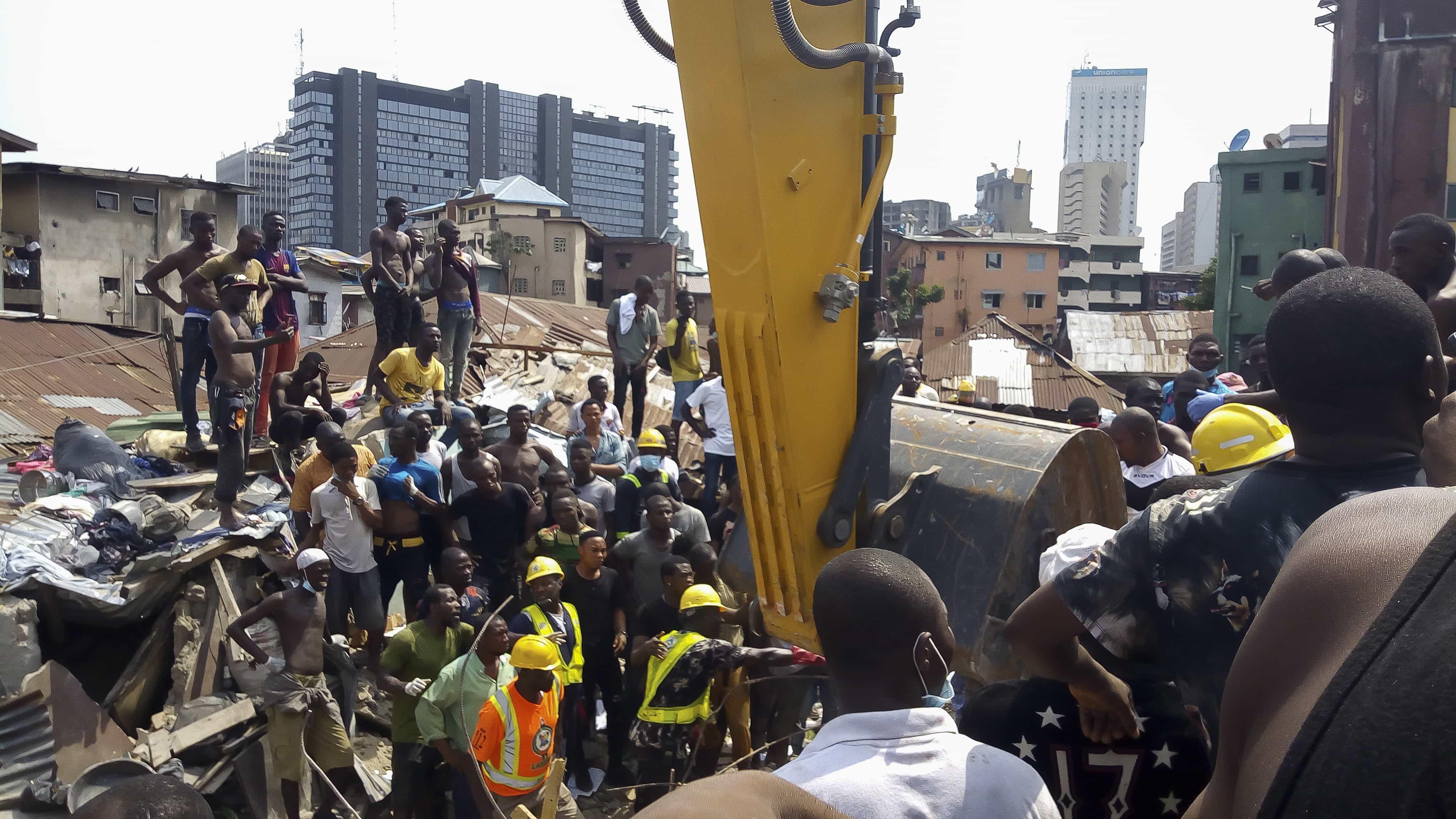 Doze mortos e 43 feridos em colapso de edifício na Nigéria