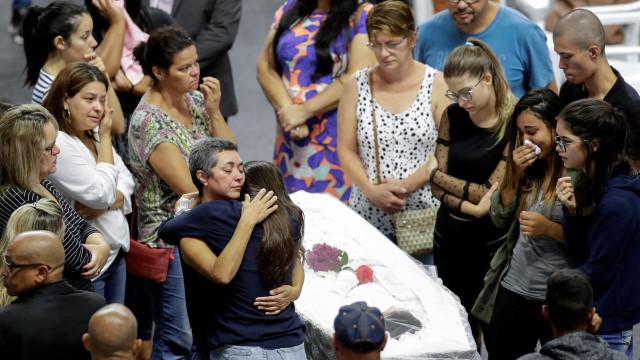 Polícia detém adolescente suspeito de ajudar a planear massacre em escola