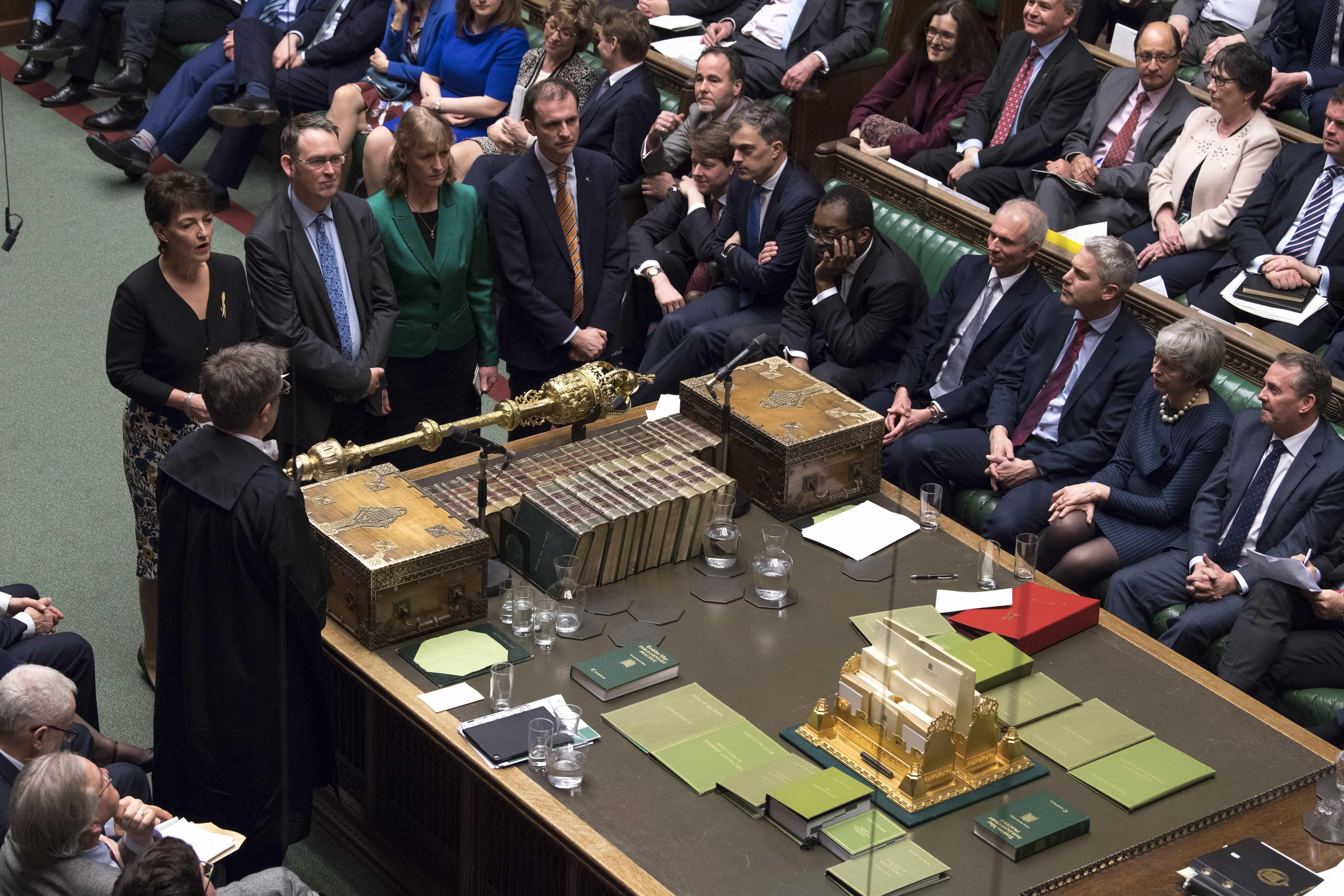 "Theresa May pede aos deputados que apoiem o acordo de ""forma pragmática"""