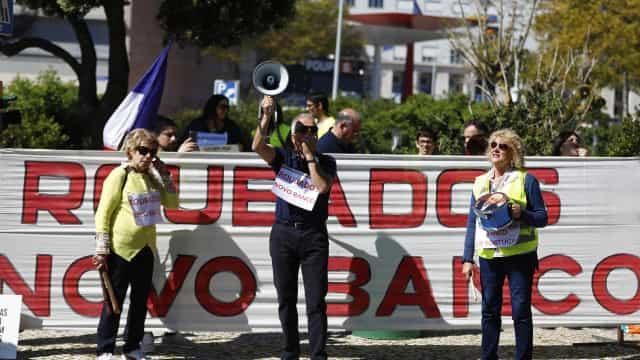 Lesados em protesto ruidoso à porta do governador do Banco de Portugal