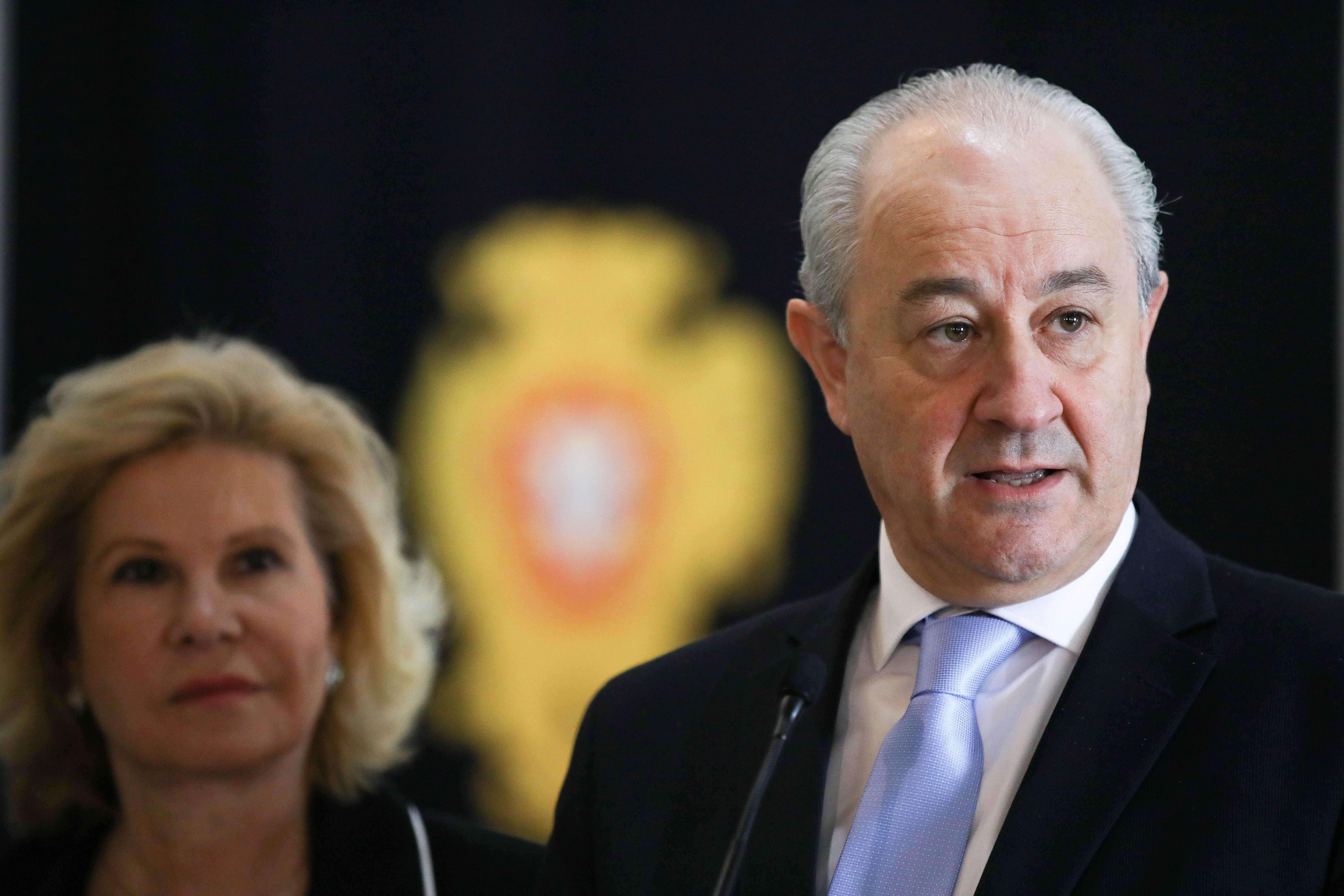 """PSD questiona justeza de passes quando """"grosso do país"""" não terá acesso"""