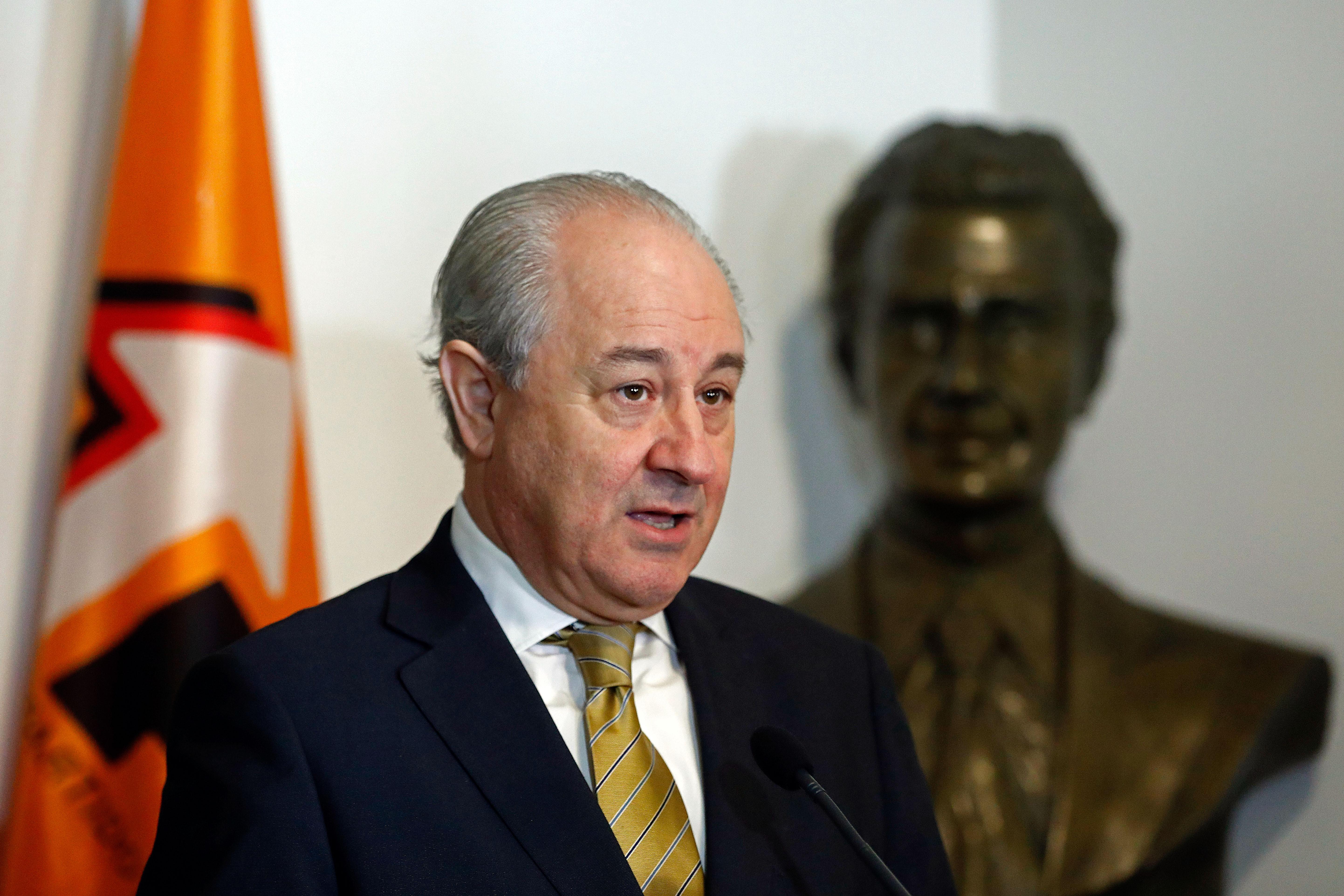 "Rio diz que ""pior"" que familiares no Governo é PS entender ser ""normal"""