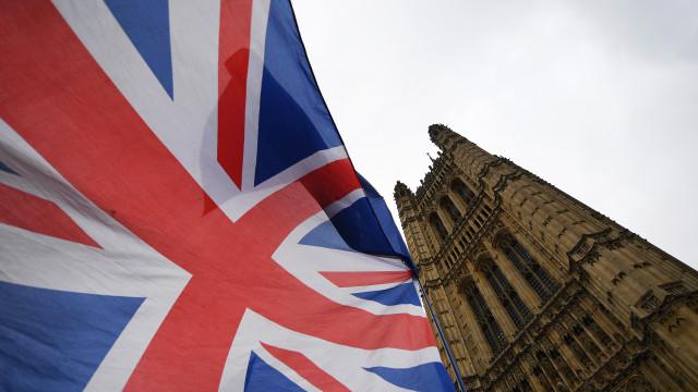Sucesso de petição online para anular Brexit bloqueou site do parlamento