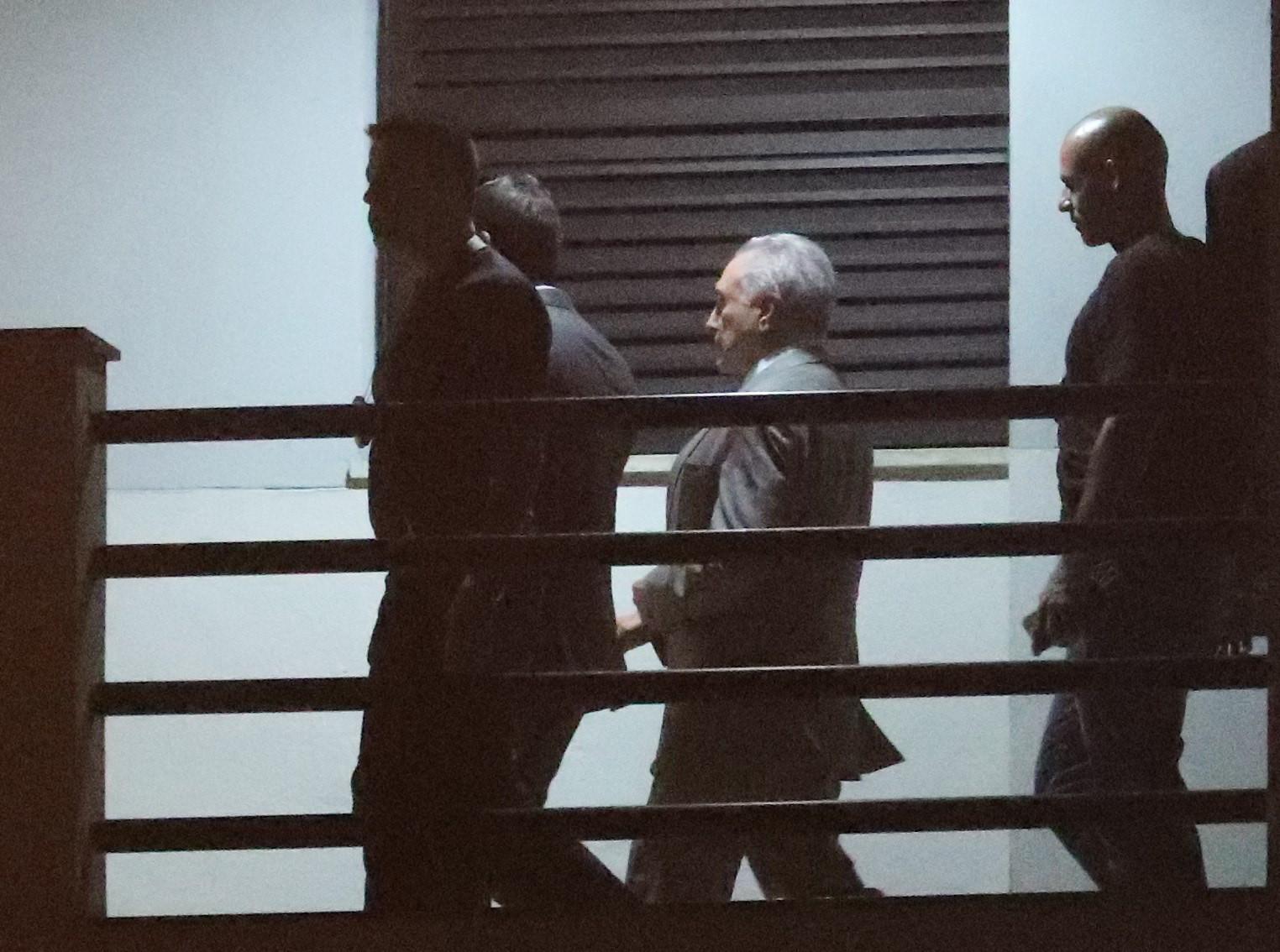 Ex-presidente brasileiro em silêncio durante interrogatório policial