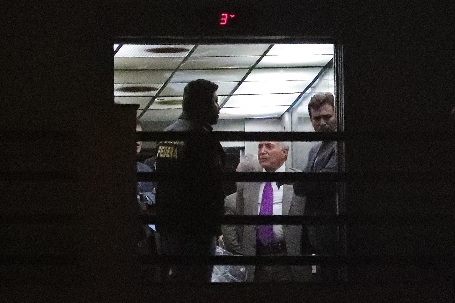Michel Temer deixa instalações da polícia após ser libertado