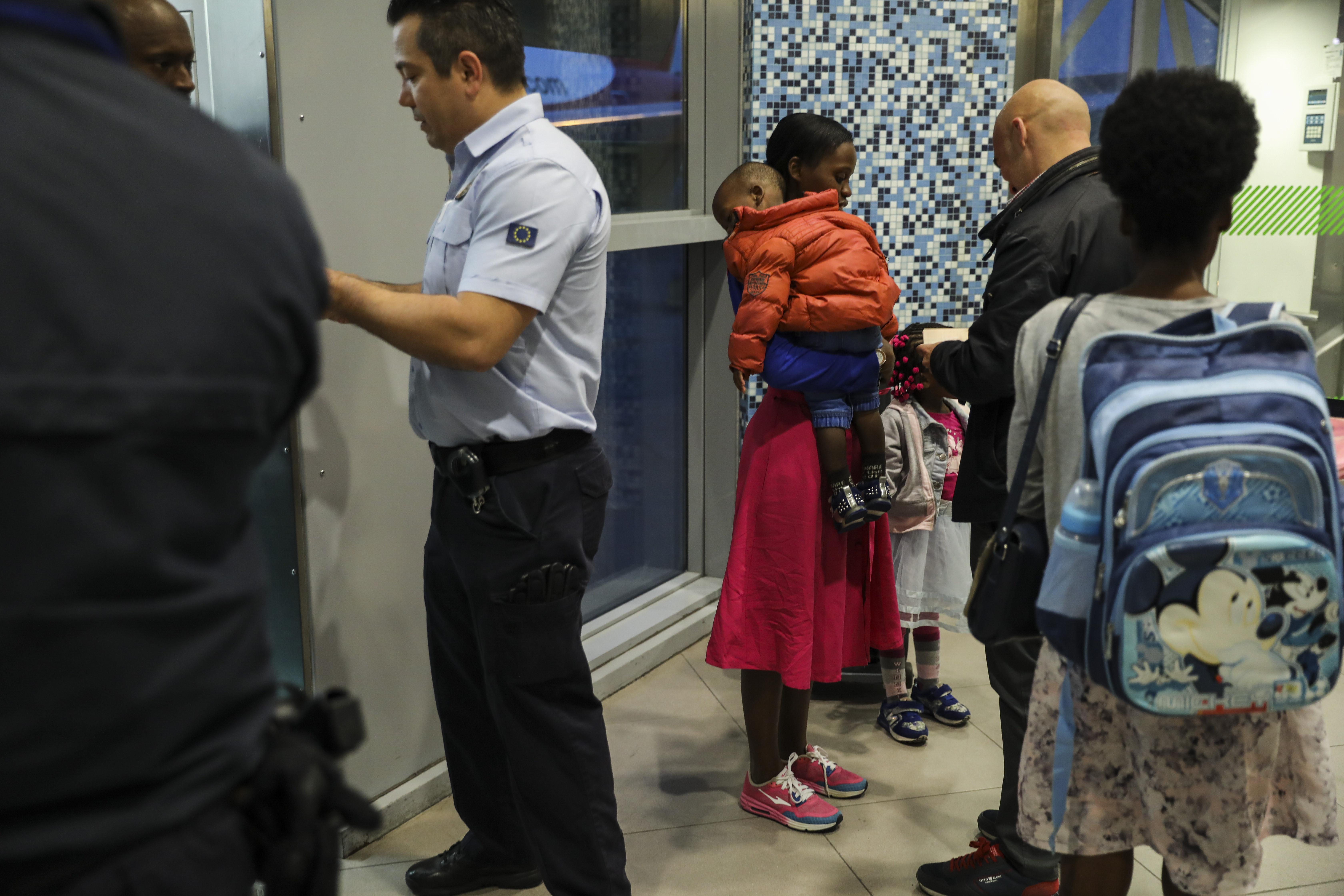 Menores são traficados para receber subsídios em países ricos, afirma SEF