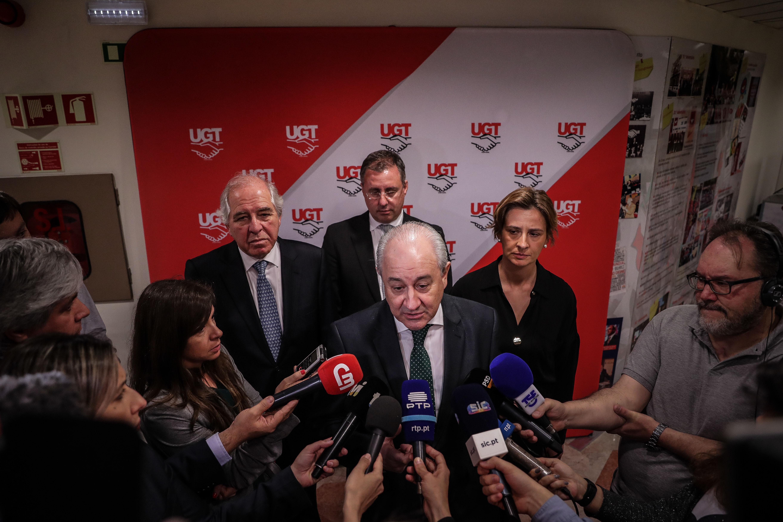 """Rio recusa soluções """"em que o Parlamento se substitua ao Governo"""""""