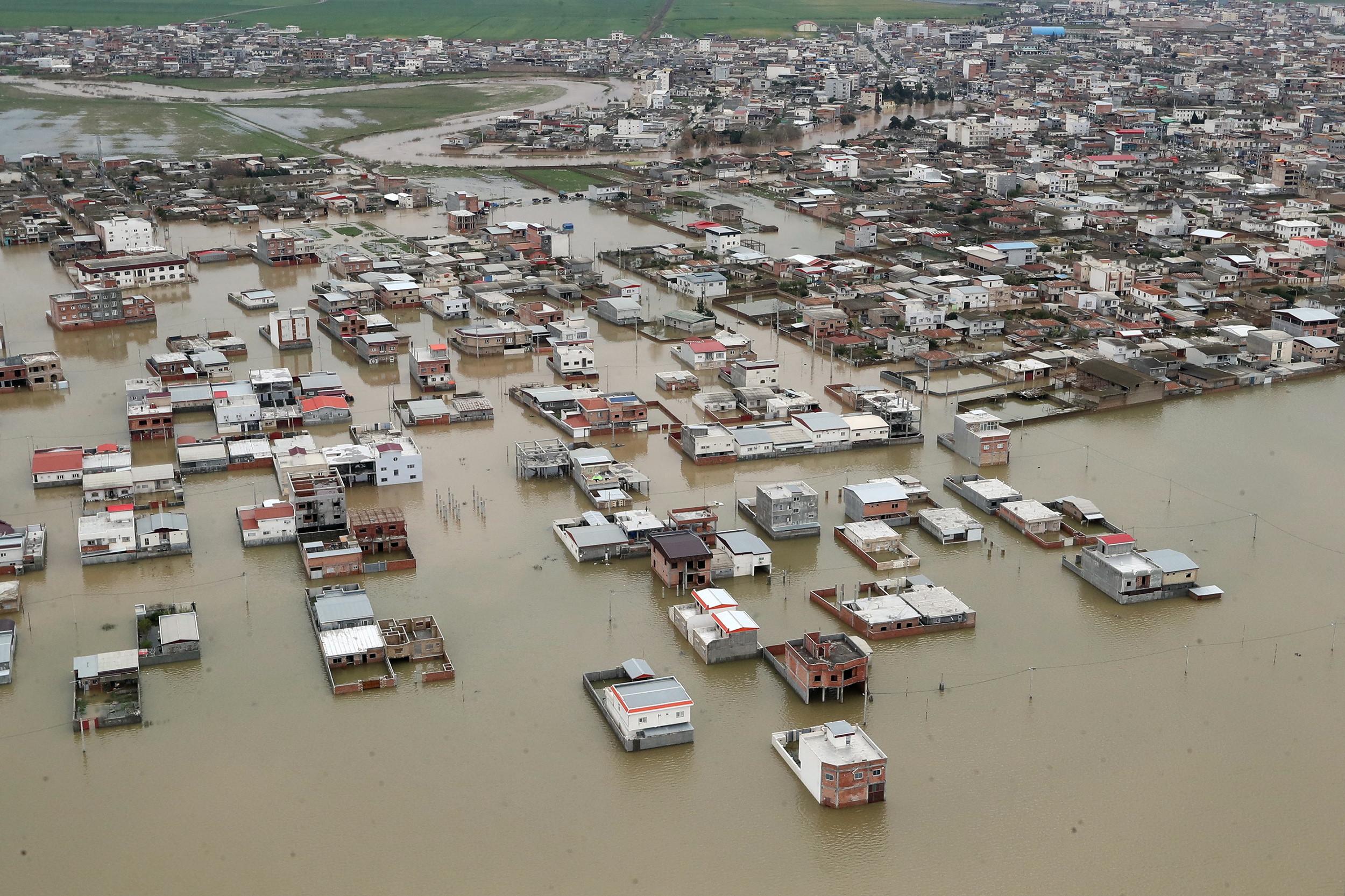Dois milhões de iranianos afetados por inundações precisam ajuda