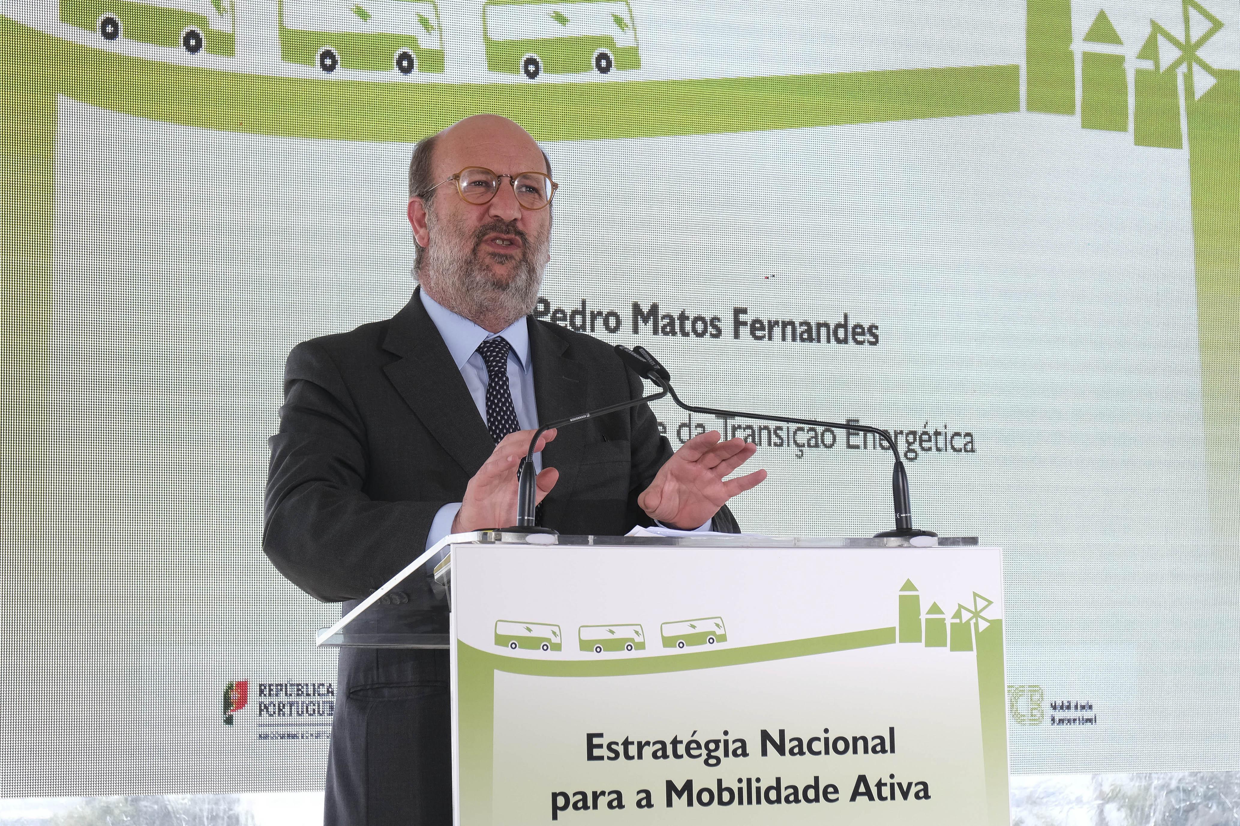 Governo vai entregar 709 autocarros sustentáveis em todo o país