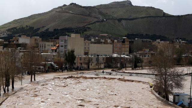 Inundações no Irão matam 76 pessoas e provocam 2 mil milhões de prejuízos