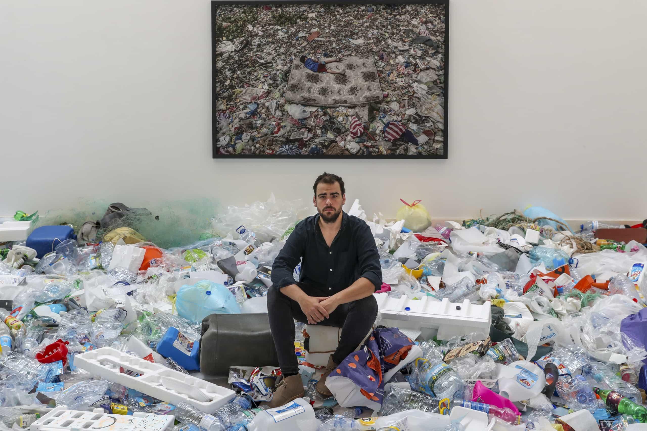 Inaugurada mostra de Mário Cruz sobre vida entre o lixo em Manila