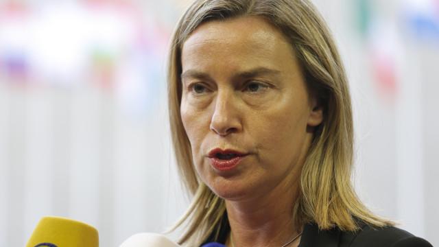 UE condena concessão de passaportes russos a cidadãos do Leste da Ucrânia