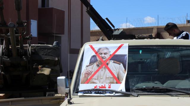 Avião de combate das forças de Haftar abatido na Líbia