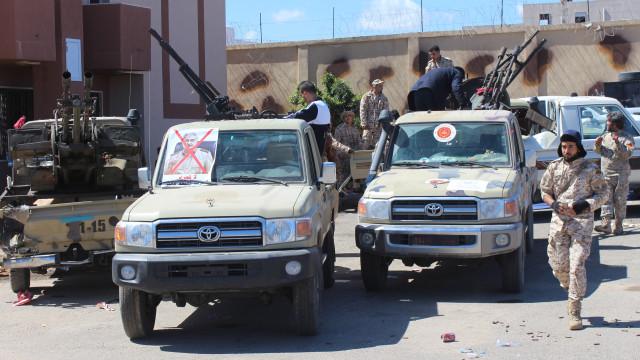 Ofensiva contra Tripoli já fez 121 mortos e 561 feridos