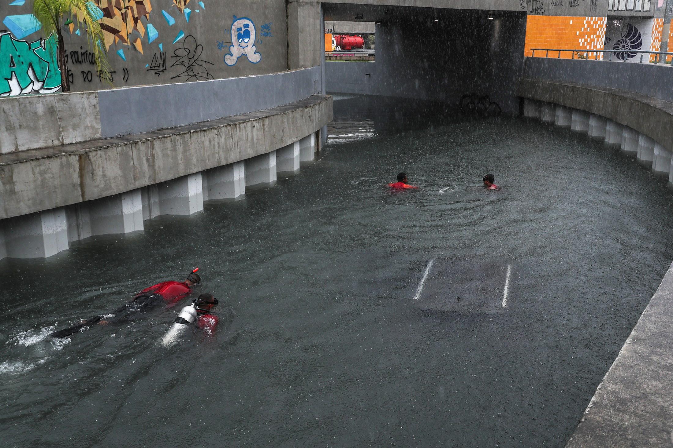 Número de mortos por causa das chuvas no Rio de Janeiro sobe para cinco