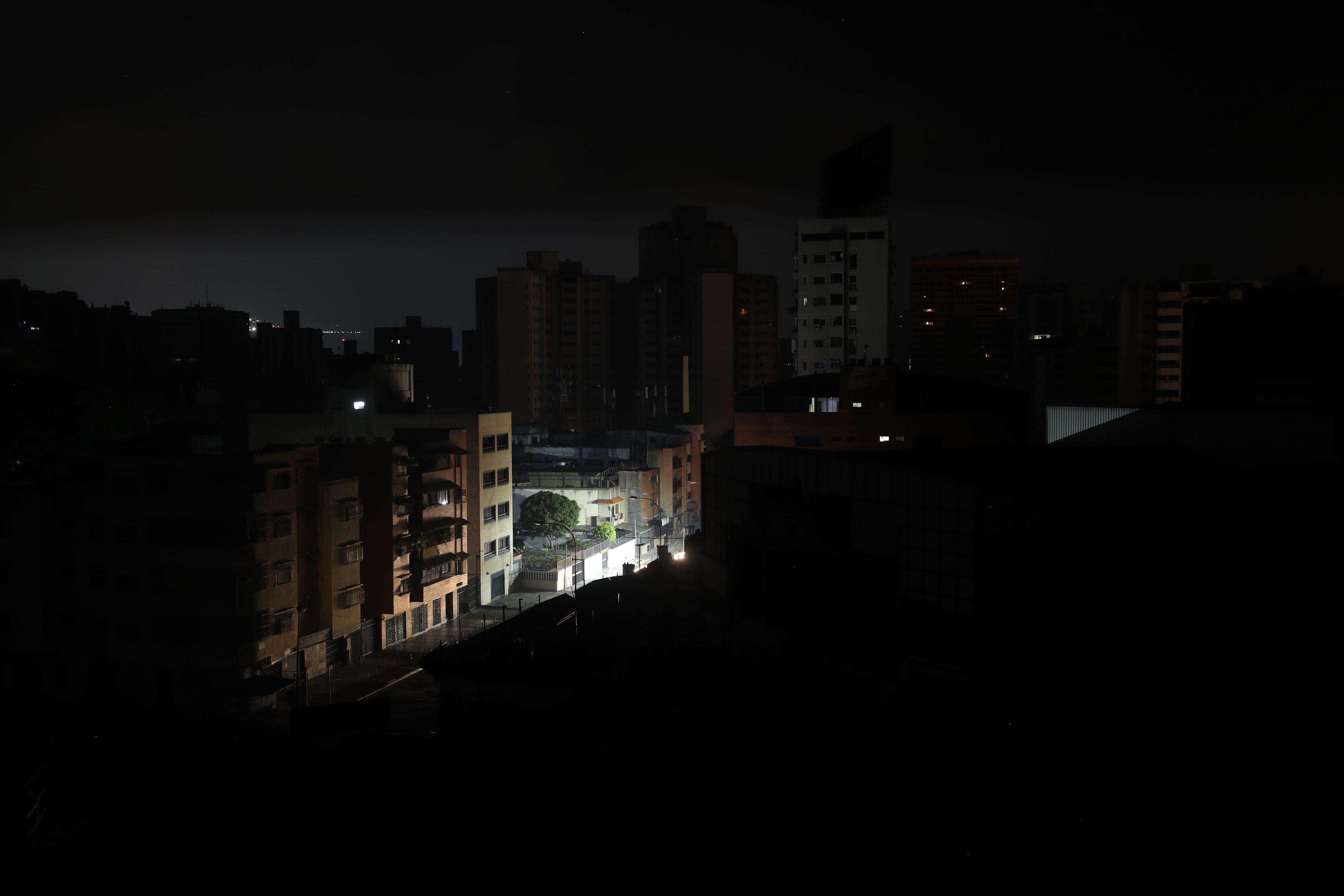 Novo apagão deixa 23 dos 24 estados da Venezuela às escuras