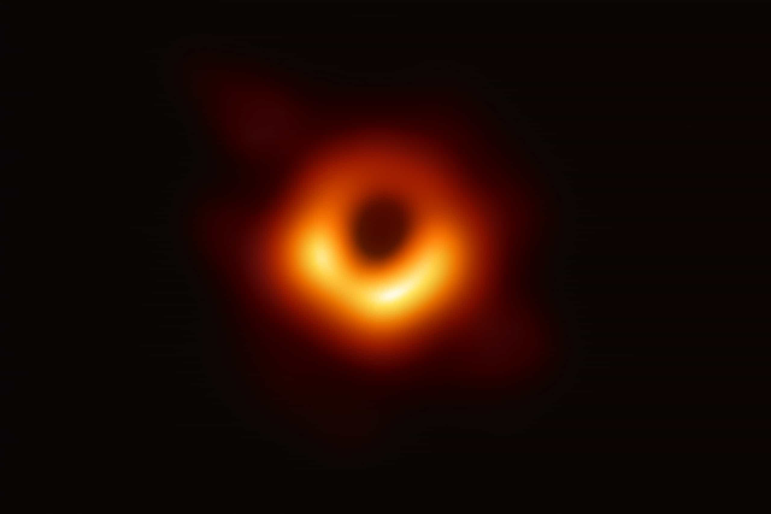 """Imagem de buraco negro """"é como fotografar uma laranja na lua"""""""