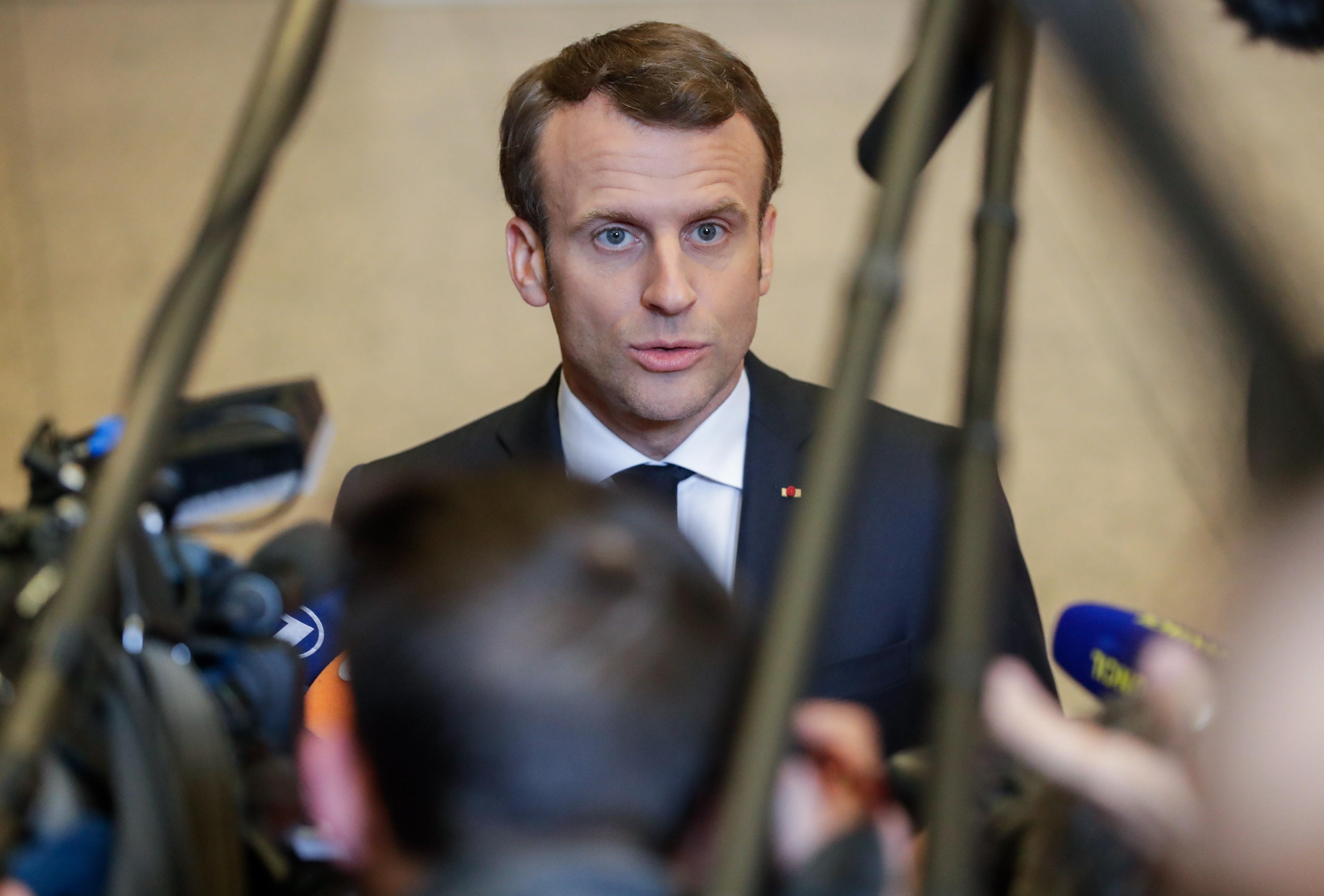 Macron adia discurso à nação por causa de incêndio à catedral Notre-Dame