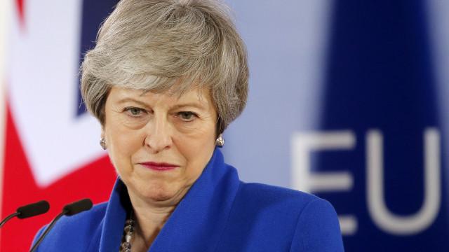 May acredita que Reino Unido ainda pode deixar a UE em 22 de maio