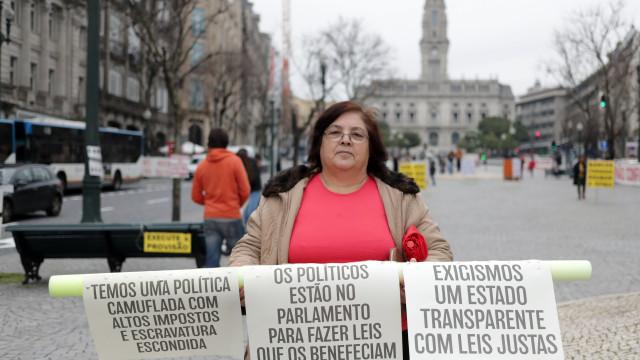 BES: Lesados em protesto ruidoso no Porto prometem continuar na rua