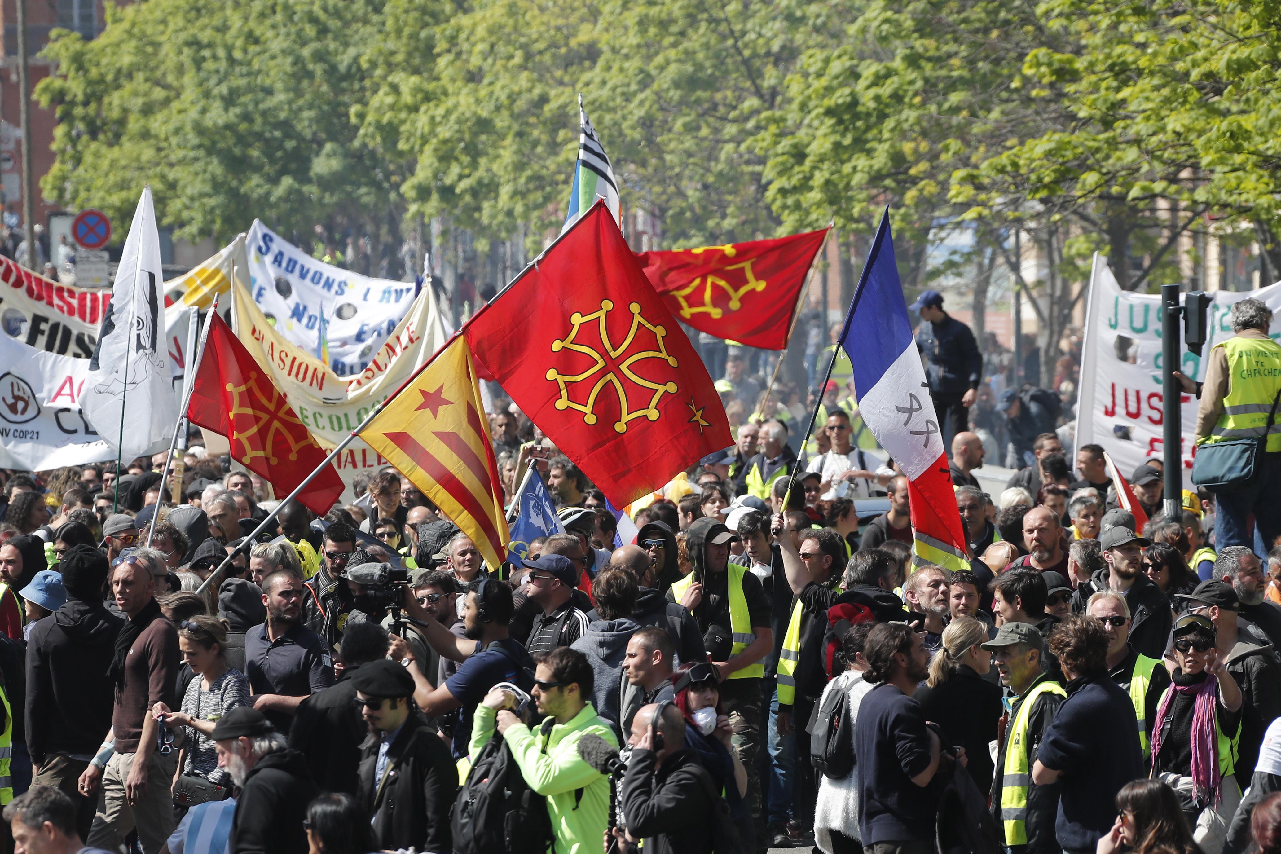 Coletes amarelos mantêm protesto pelo 22º sábado consecutivo
