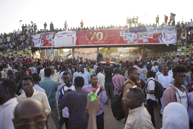 Conversações entre militares e líderes da contestação no Sudão continua