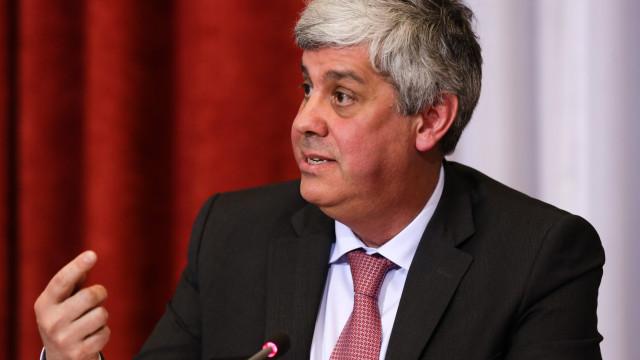 """Governo admite margem para """"aumentos salariais"""" mas não se compromete"""