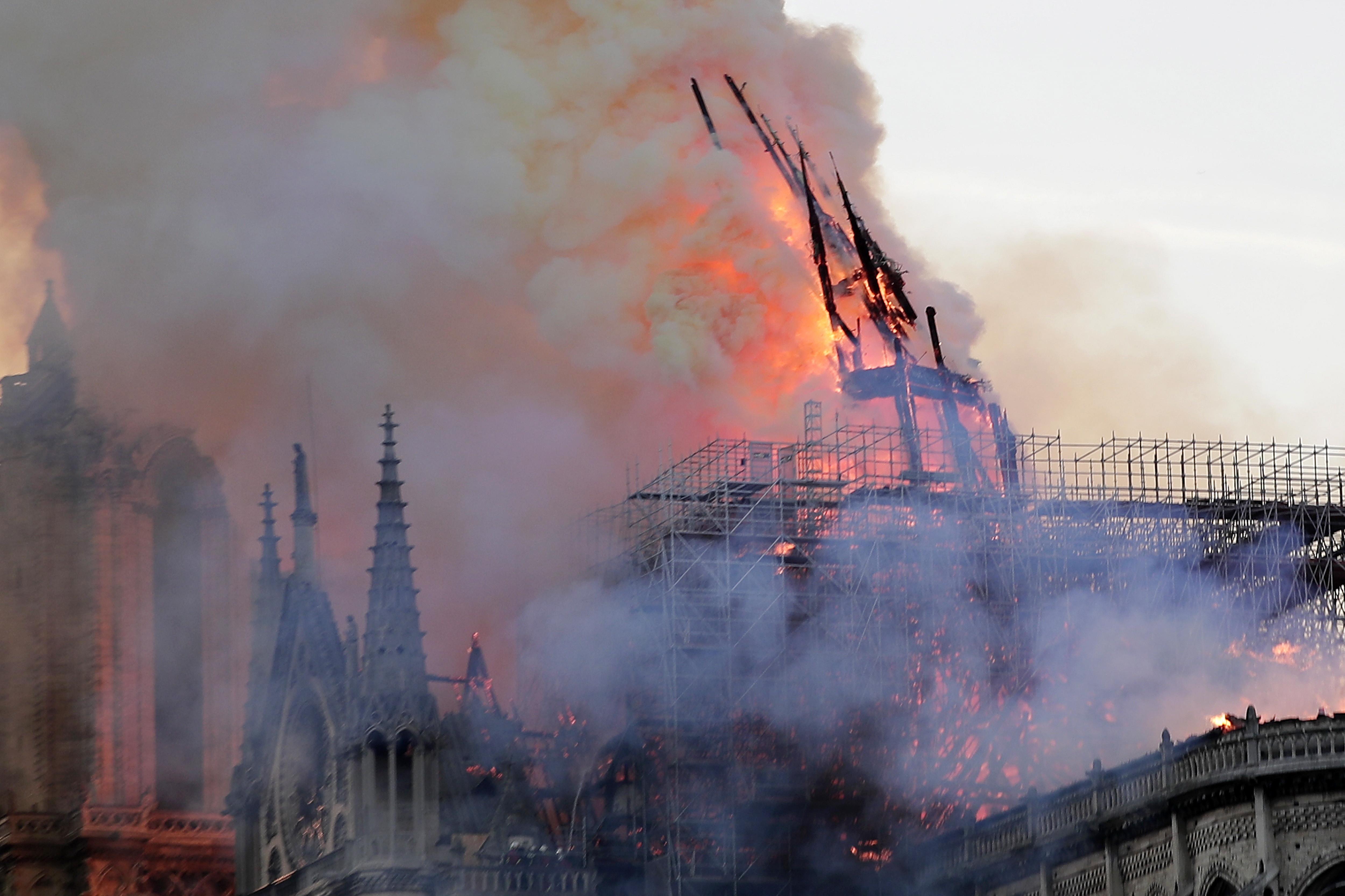 "Notre-Dame: Vaticano manifesta ""incredulidade"" e exprime solidariedade"